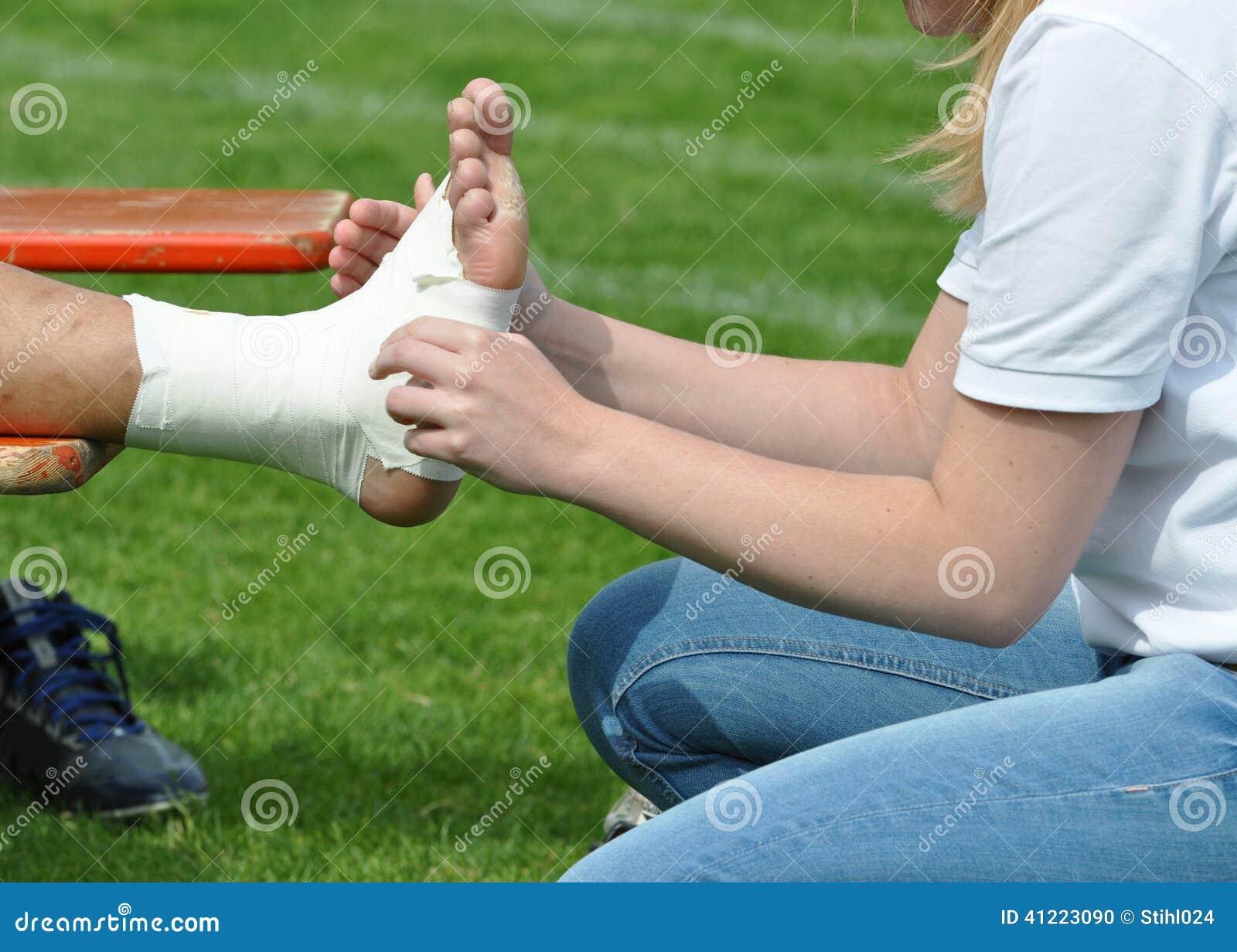 Enfaixando uma junção de tornozelo