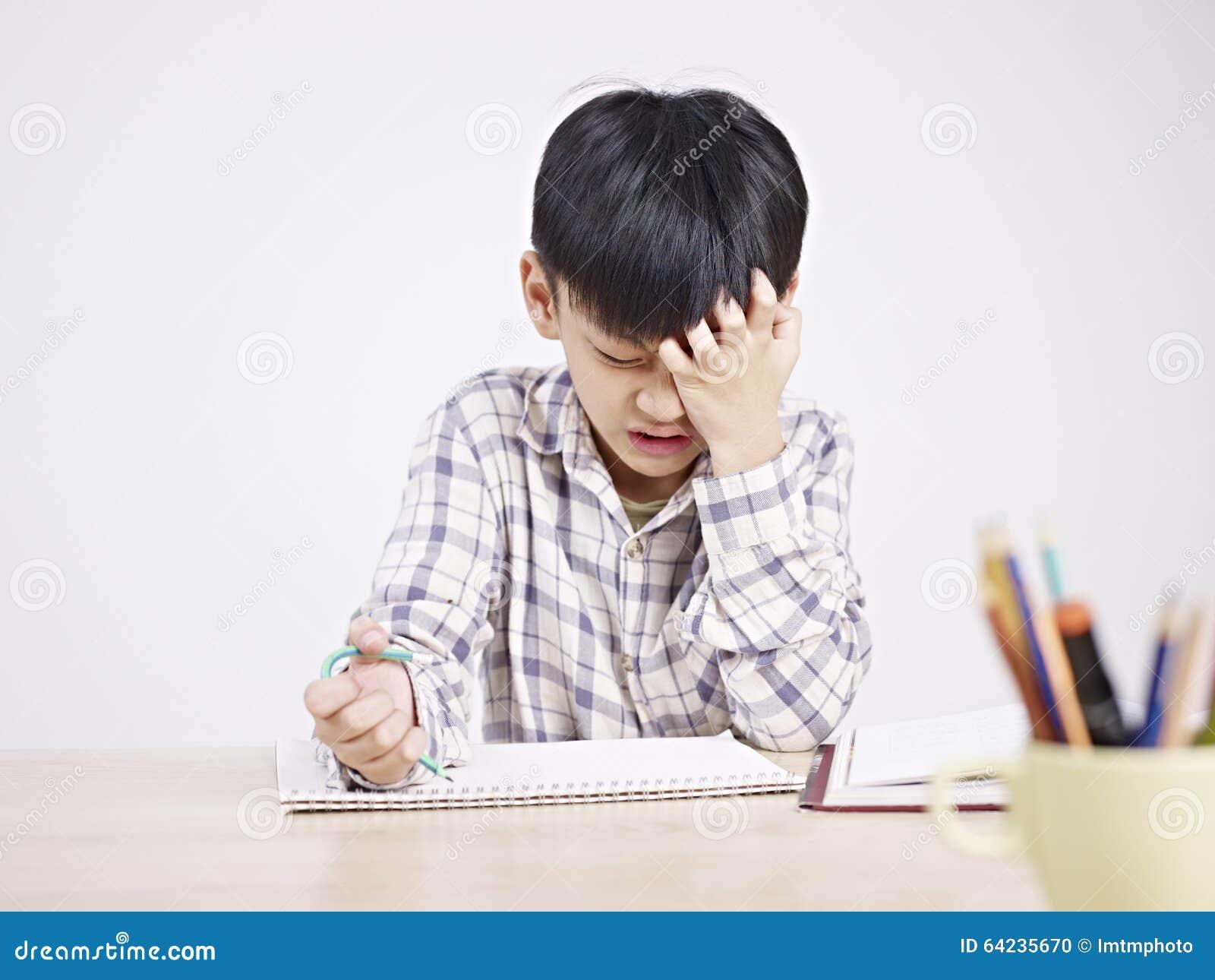 Enfant asiatique frustré