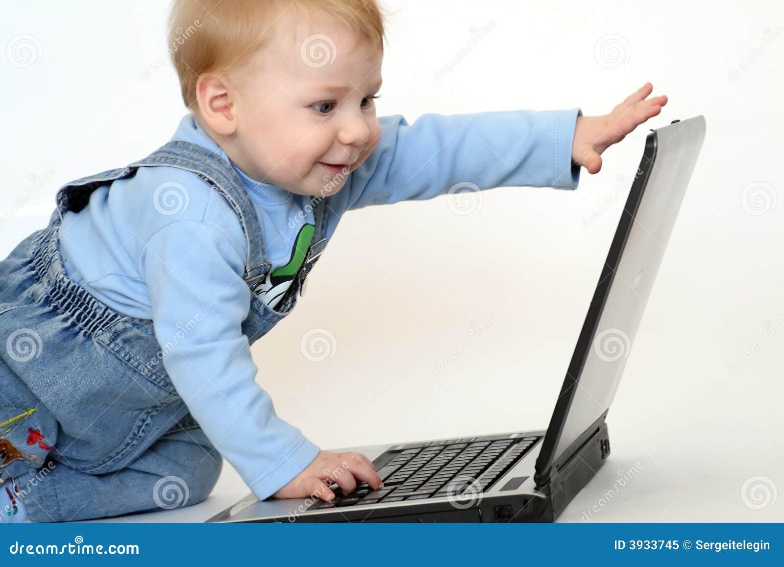 Enfant avec un cahier
