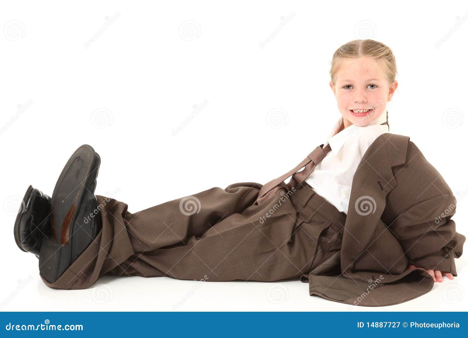 Enfant dans le procès surdimensionné