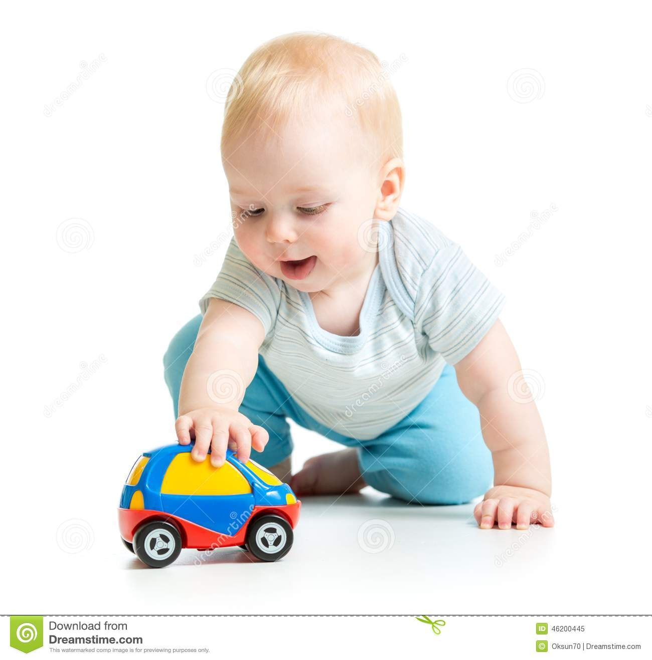 enfant en bas ge de b b gar on jouant avec la voiture de jouet photo stock image 46200445. Black Bedroom Furniture Sets. Home Design Ideas
