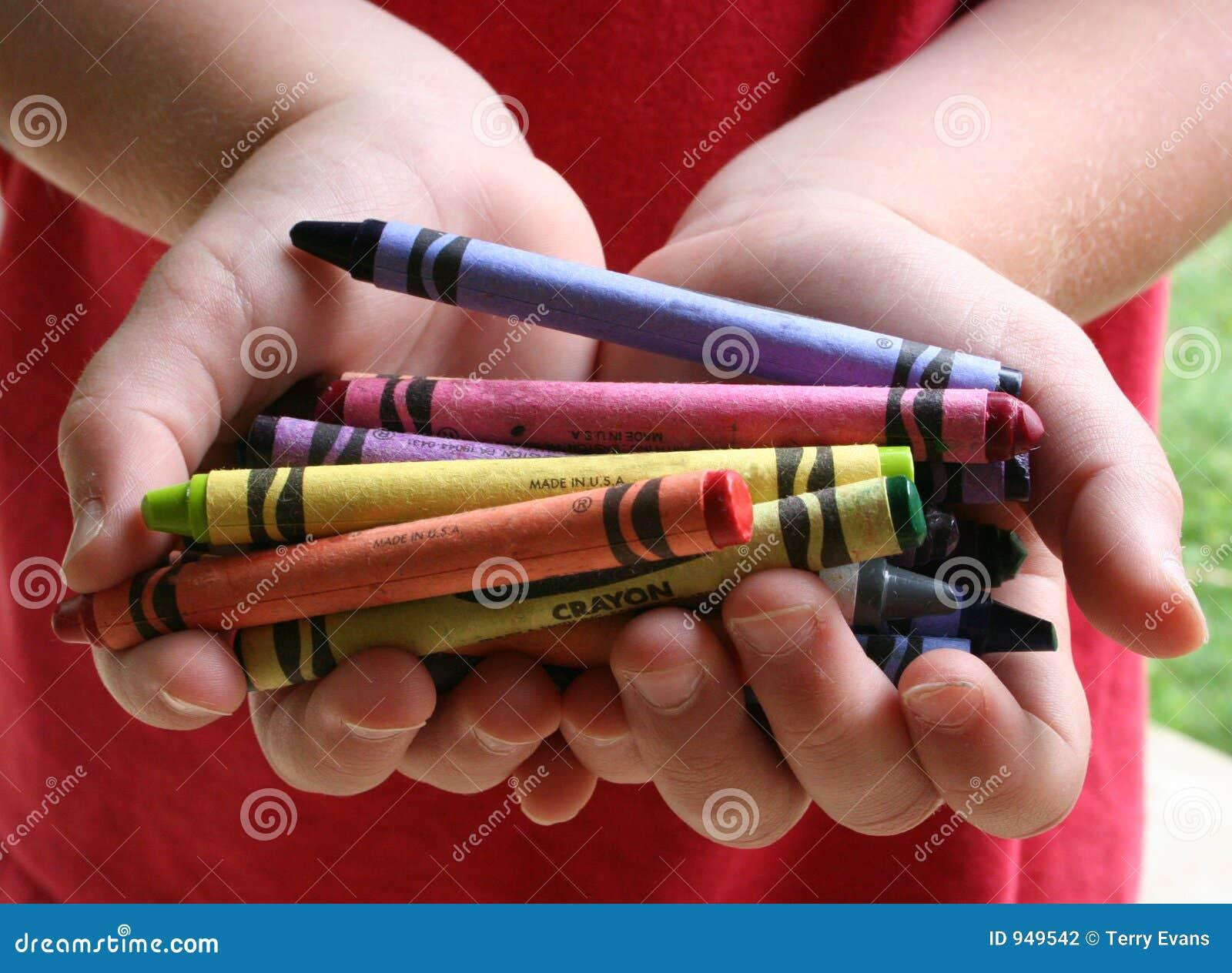 Enfant et crayons