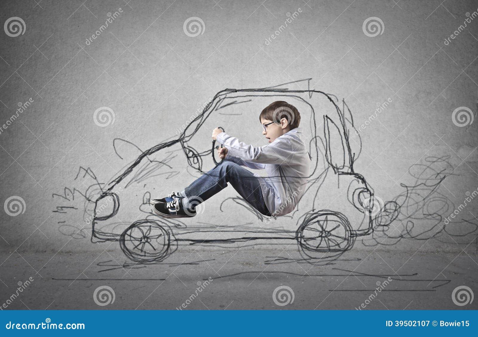 Enfant feignant pour conduire une voiture tirée