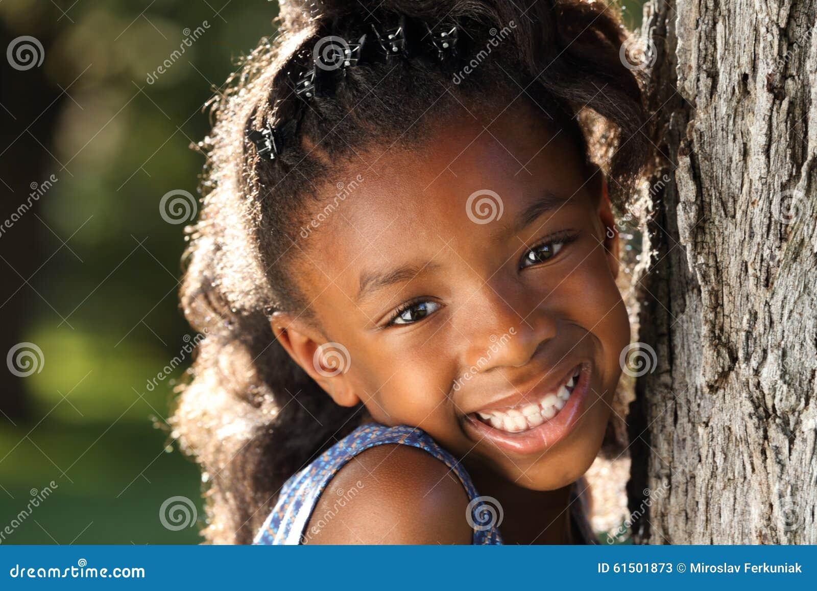 Enfant heureux d Afro