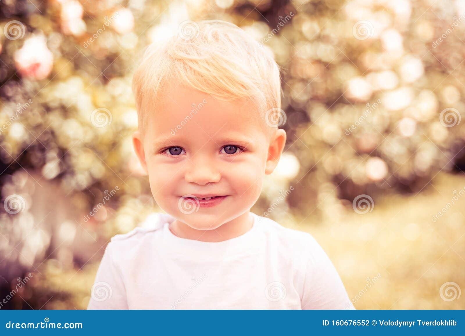 Portrait Insouciant D Enfant Photos Stock - Téléchargez ...