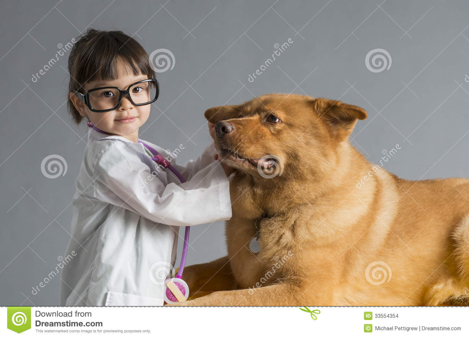 Enfant jouant le vétérinaire