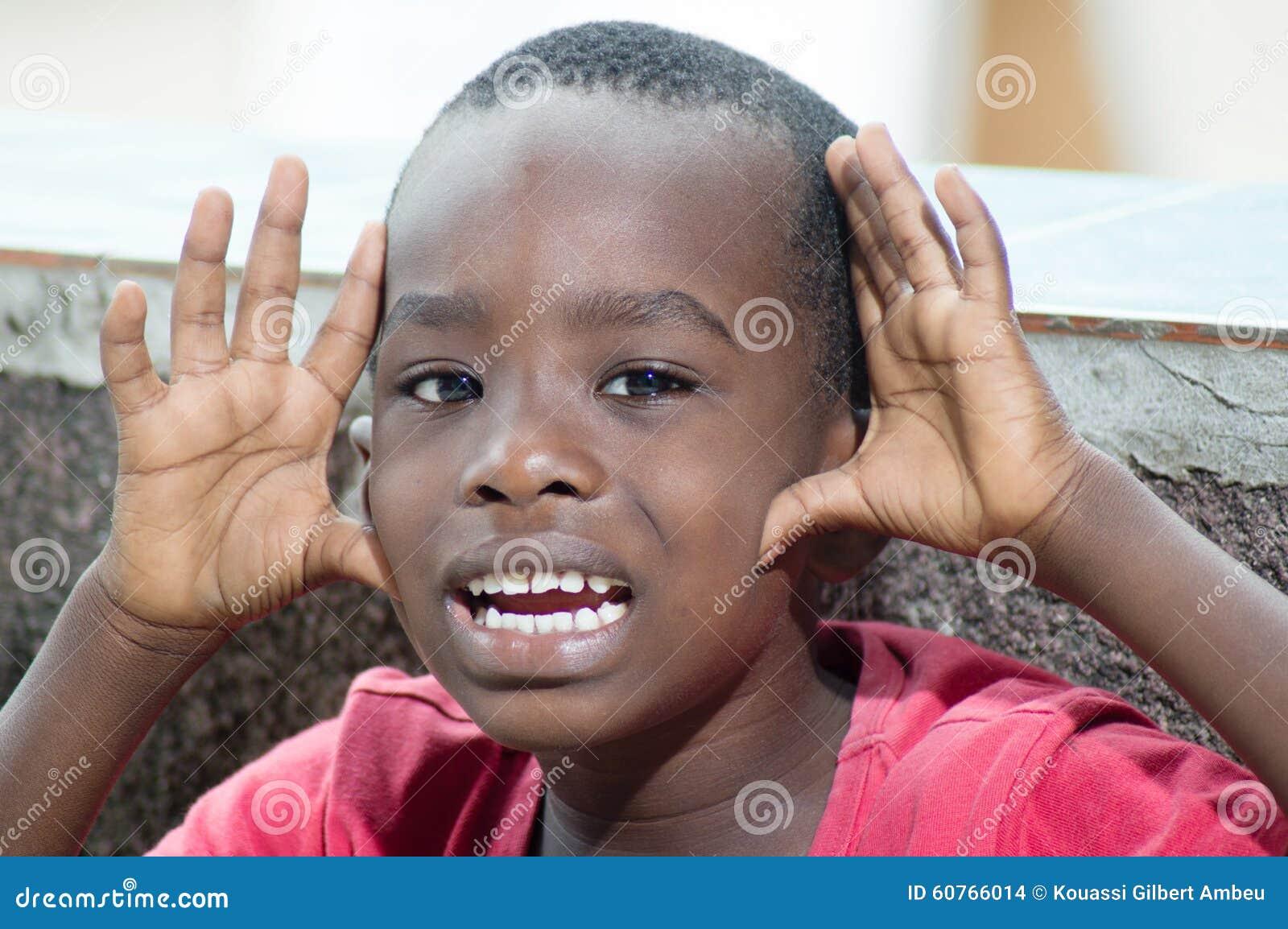 Enfant priant la rémission