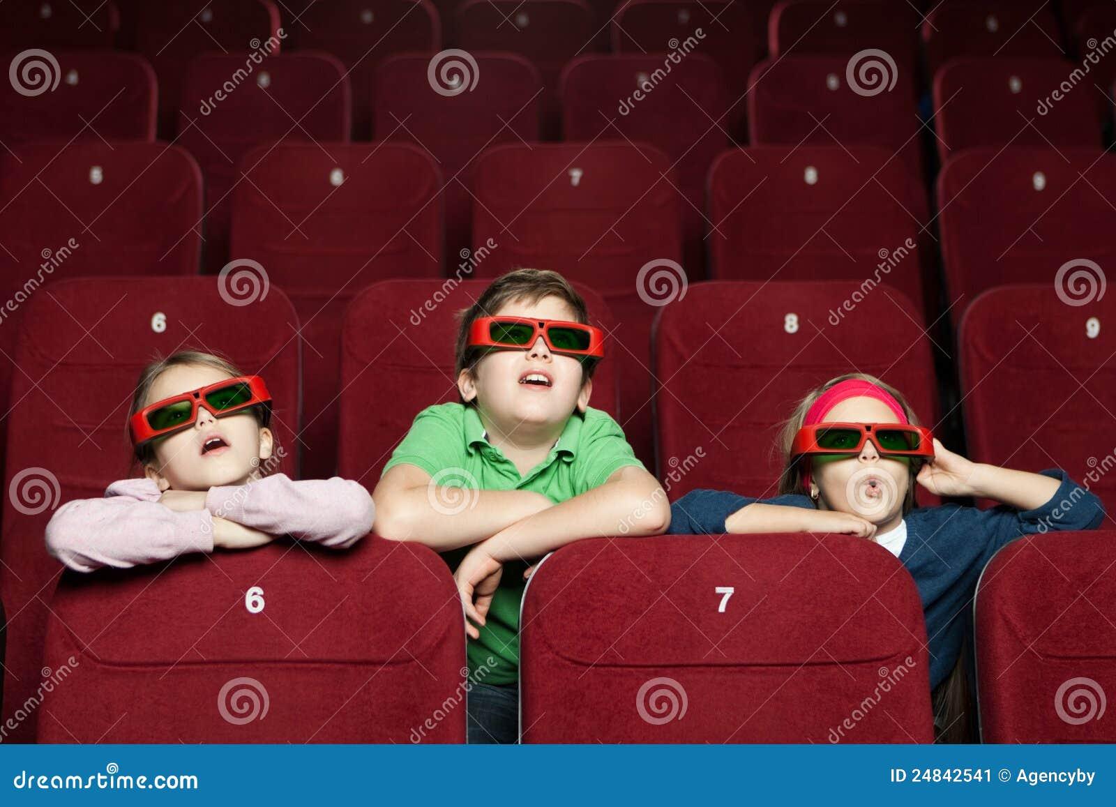 Enfants étonnés au cinéma