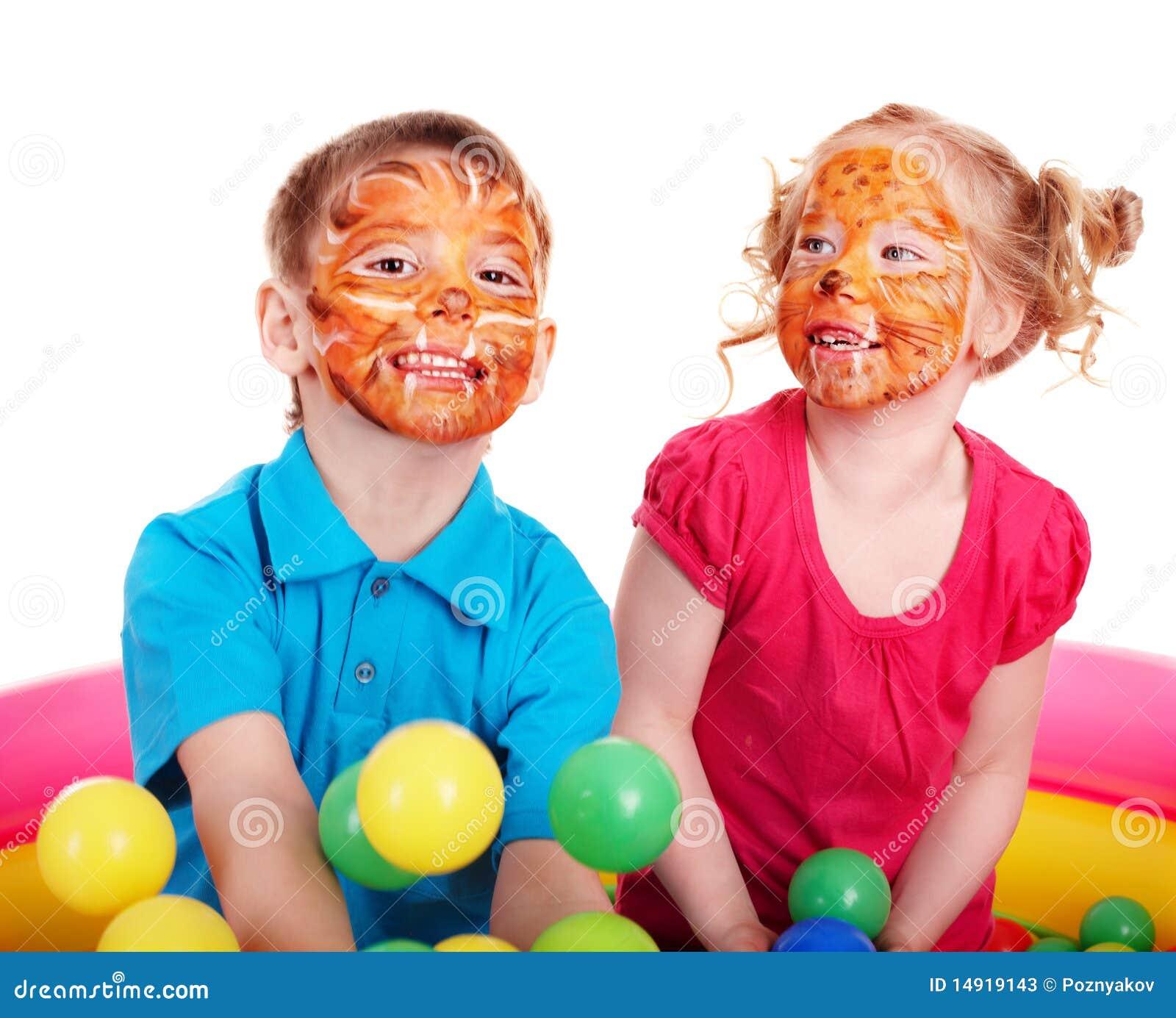 enfants avec la peinture de visage image stock image du people bonheur 14919143. Black Bedroom Furniture Sets. Home Design Ideas