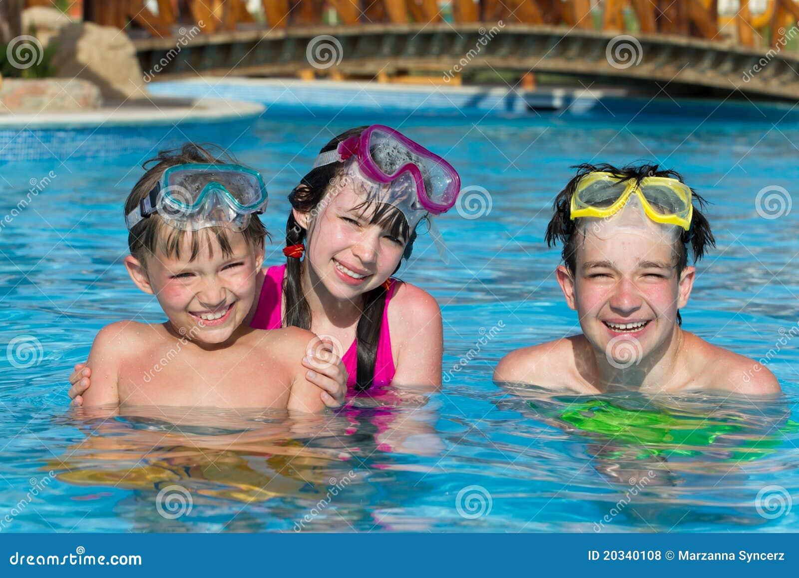 Enfants dans le regroupement en vacances