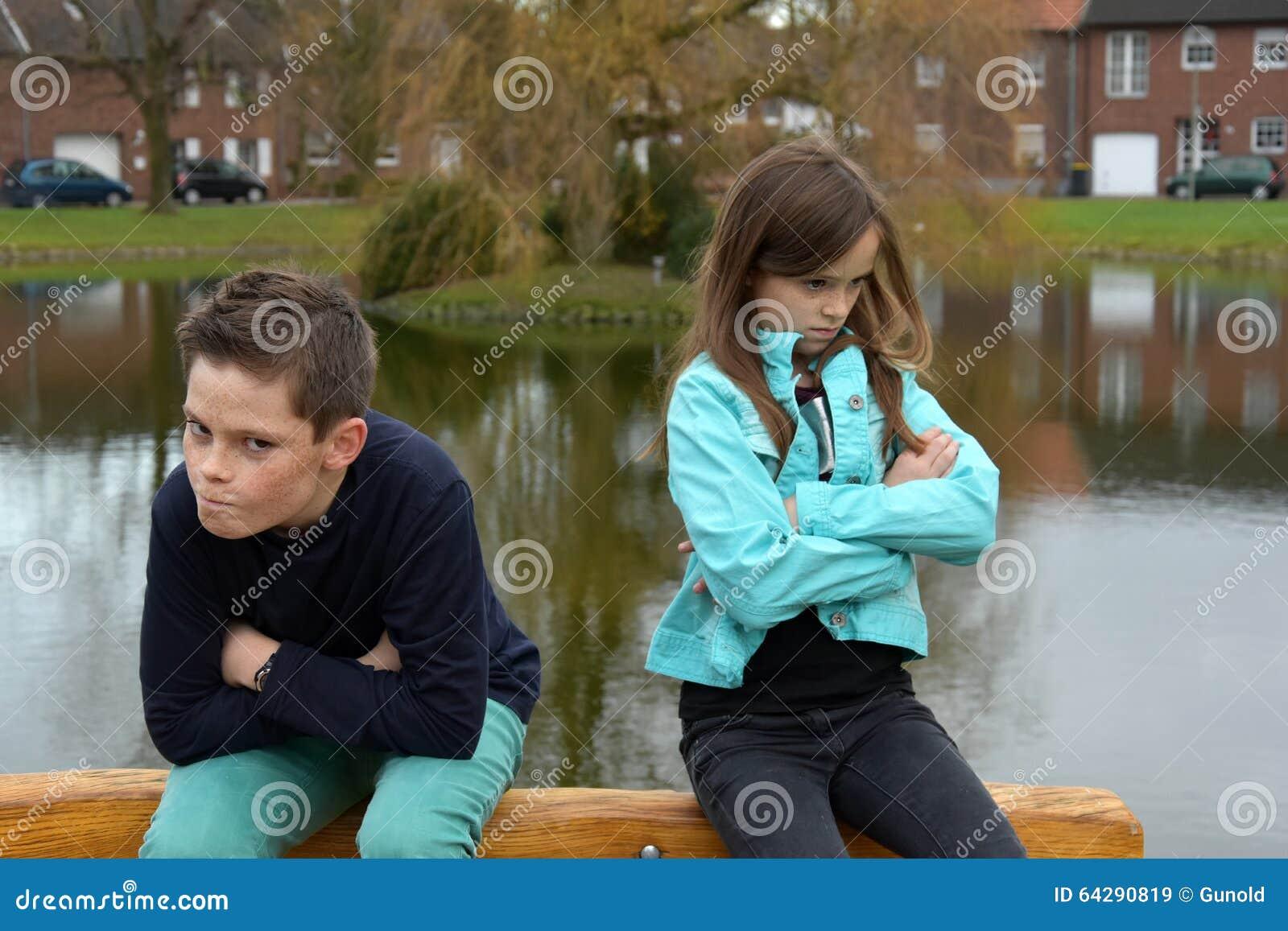 Enfants de mêmes parents en conflit