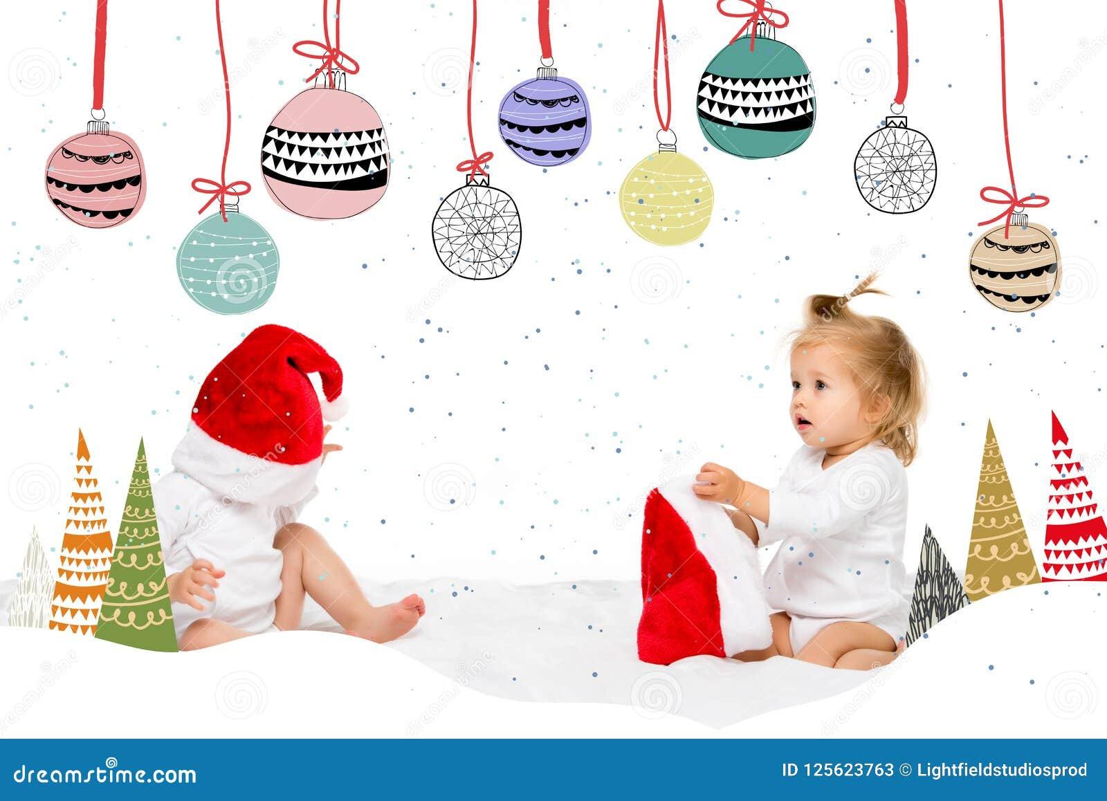 Enfants en bas âge dans des chapeaux de Santa