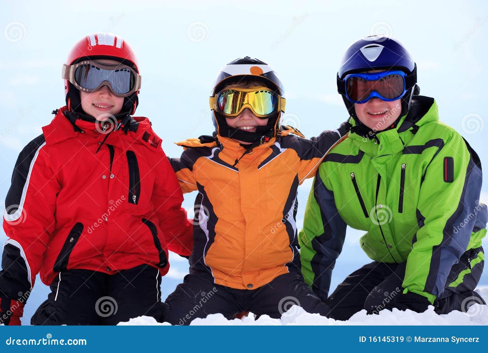 enfants heureux dans le v tement de ski images libres de. Black Bedroom Furniture Sets. Home Design Ideas