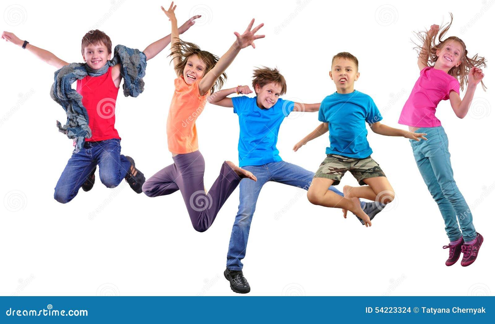 Enfants sautants de danse heureuse d isolement au-dessus du fond blanc