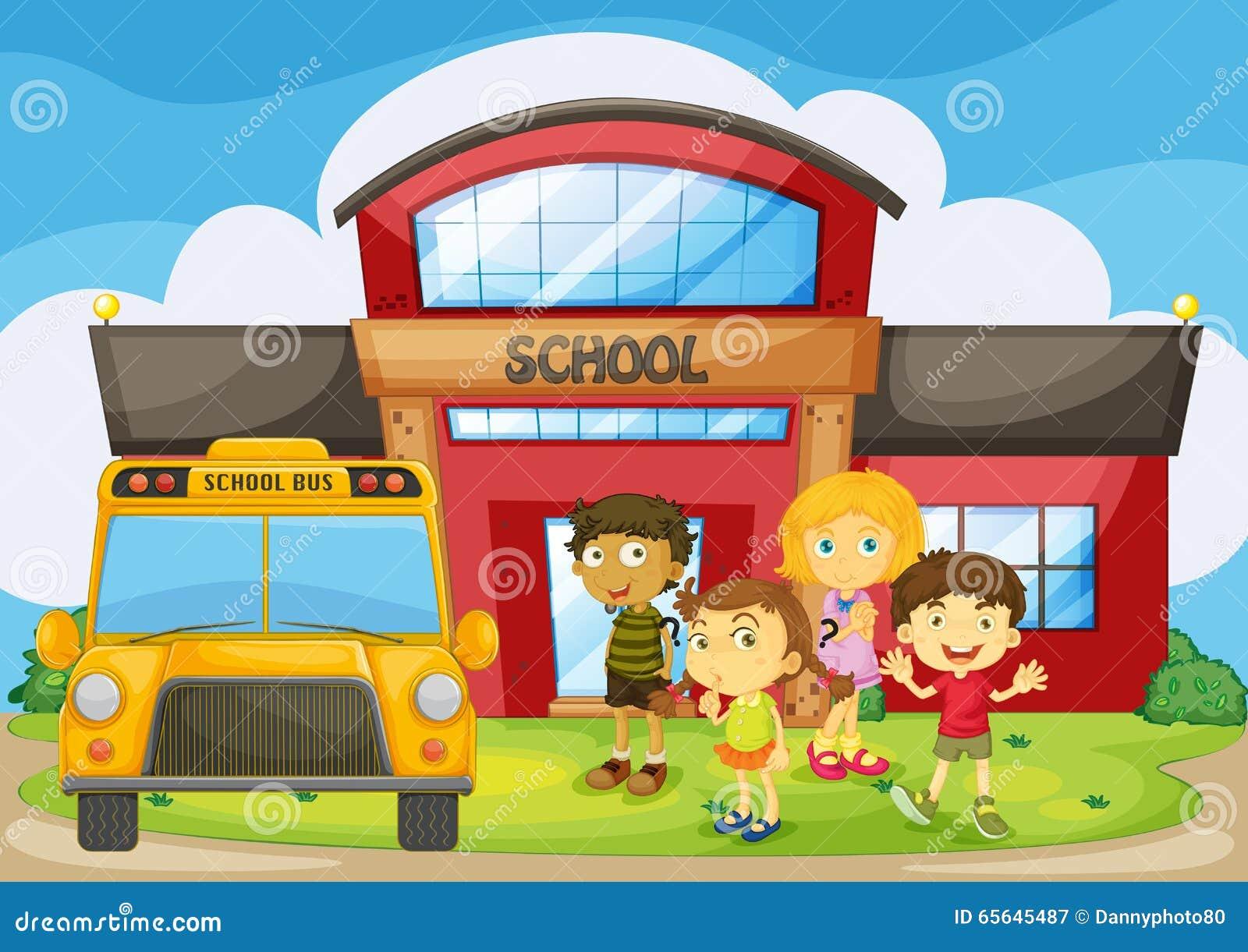 Enfants se tenant dans le campus d école