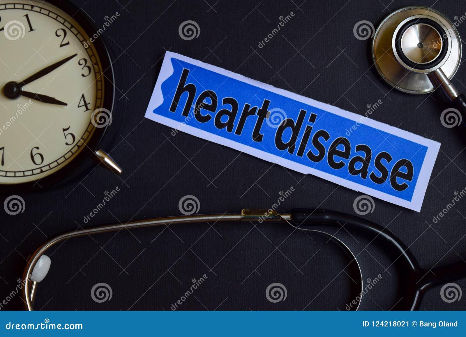 Enfermedad cardíaca en el papel de la impresión con la inspiración del concepto de la atención sanitaria despertador, estetoscopi