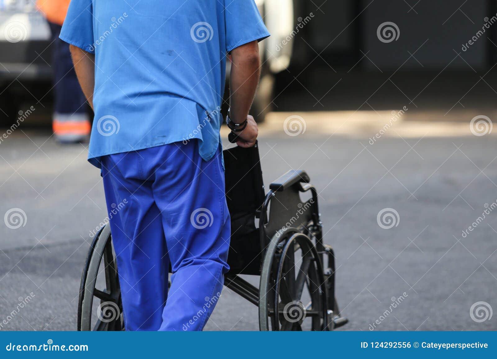 Una Vacía Enfermera Sexo Que Ruedas Empuja Silla De Masculino Yy6fgvb7 BQdxeWrCoE