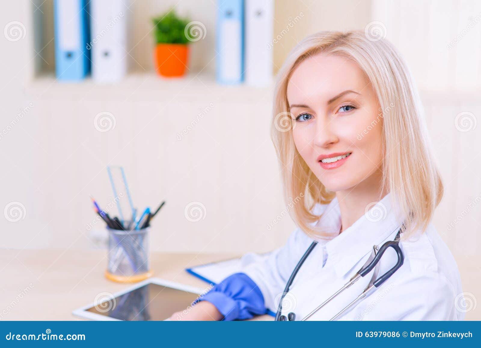 trabajo de enfermera practicante adulta