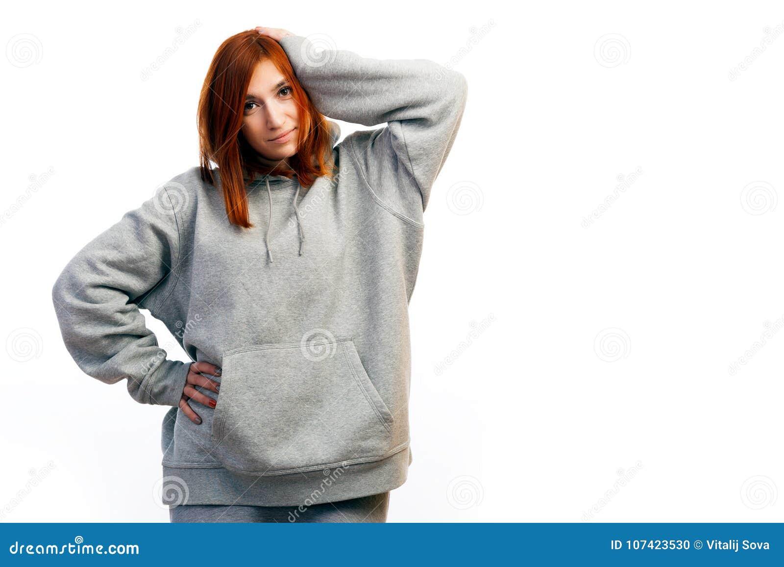 Enfermo pelirrojo joven de la mujer