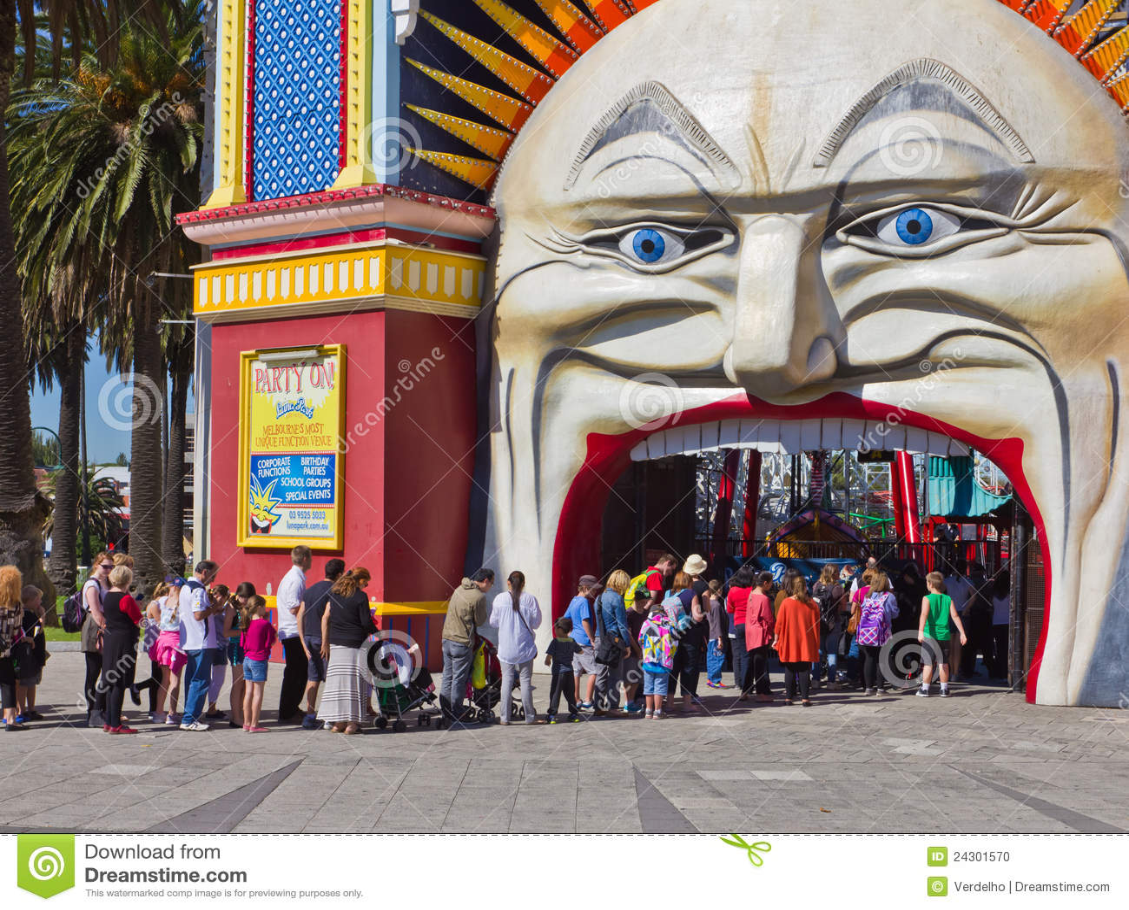 Enfileire para comprar bilhetes a Luna Park, Melbourne.
