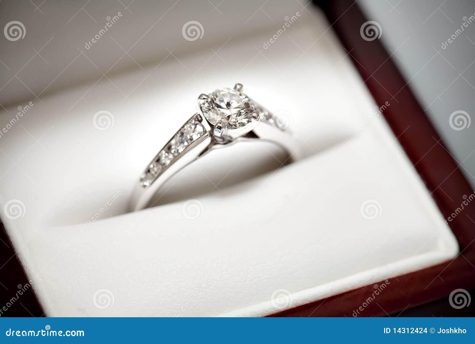 Wood Diamond Ring Box