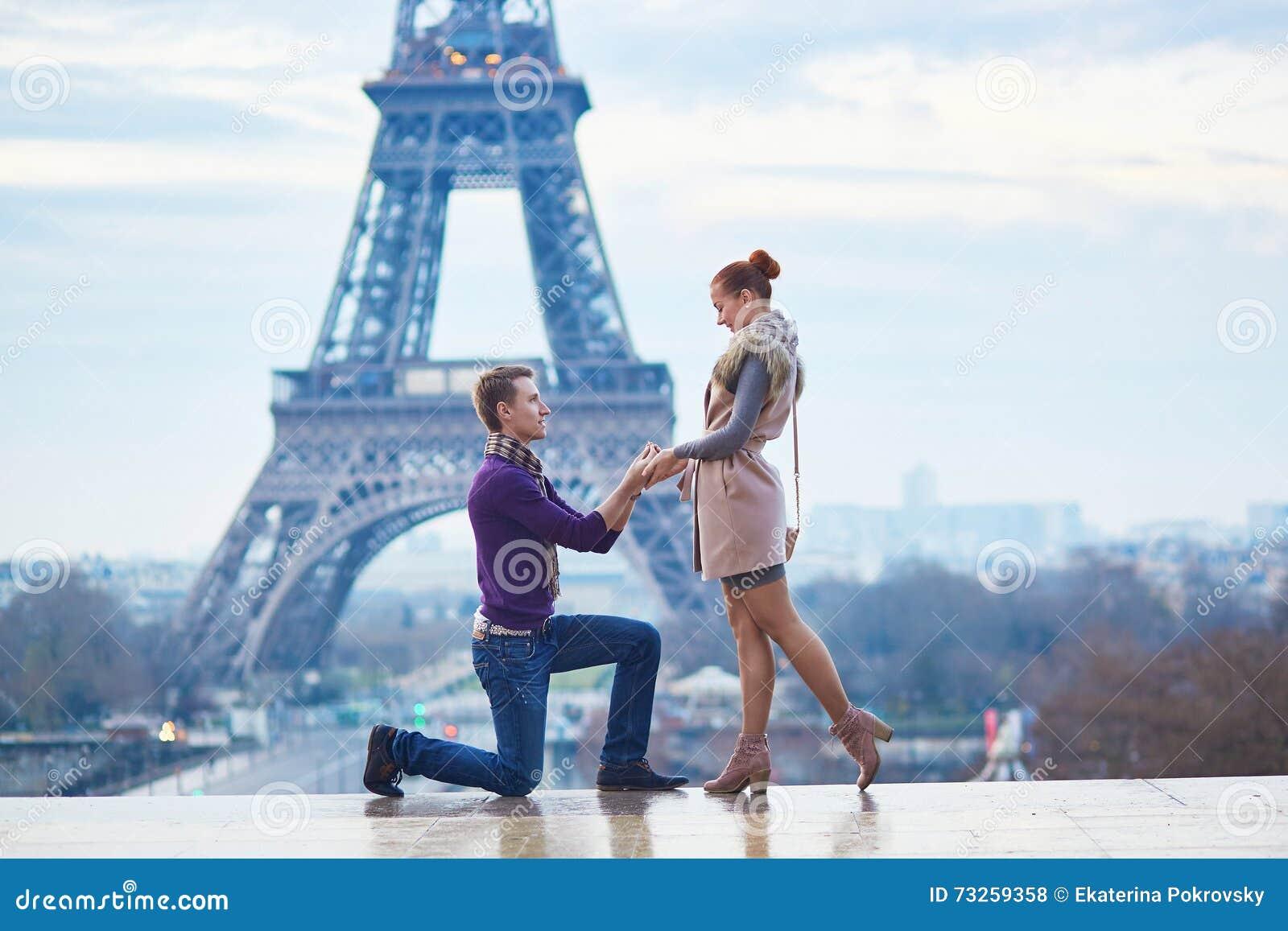 Engagement romantique à Paris