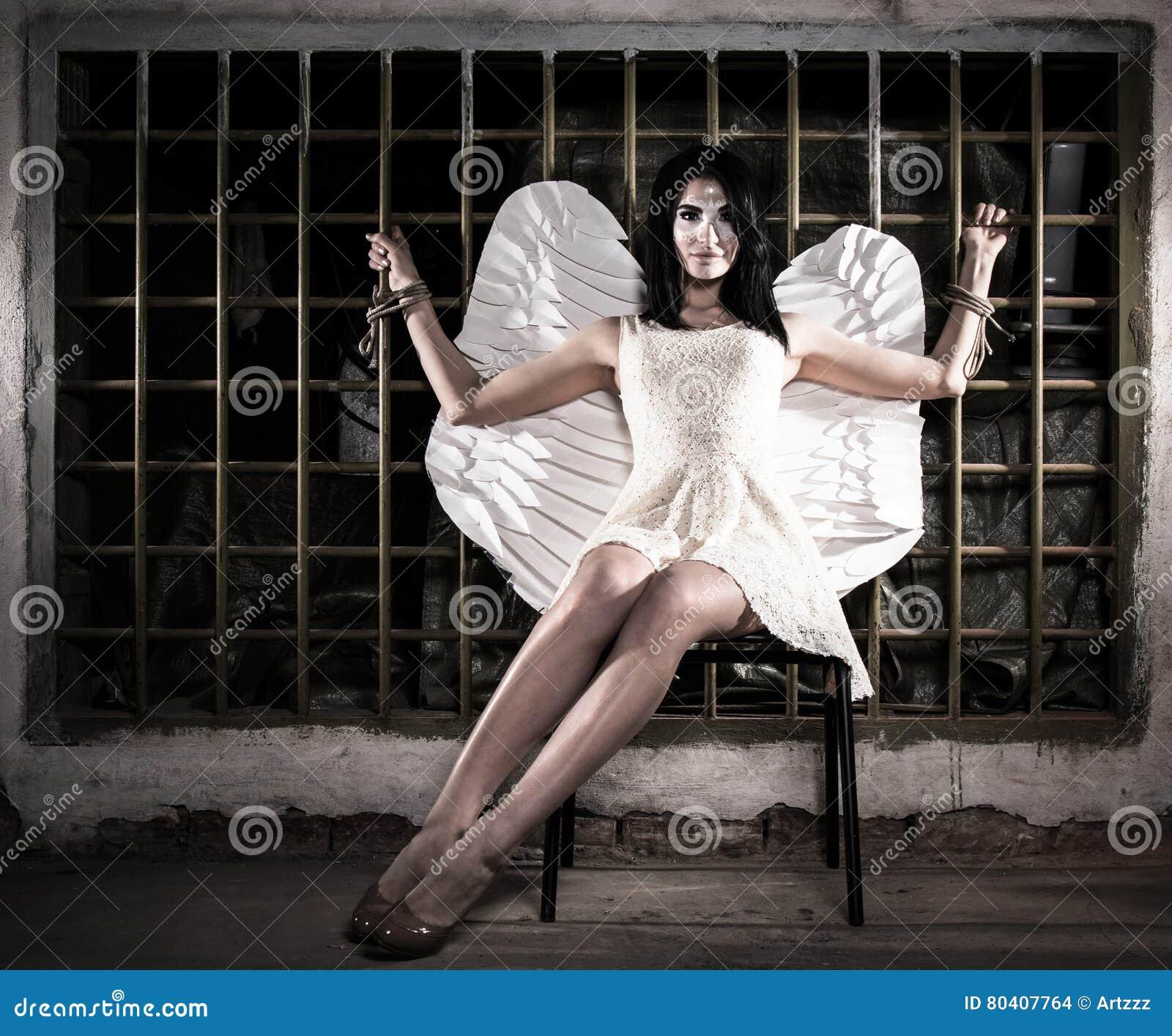 Engel aan het rooster wordt gebonden dat