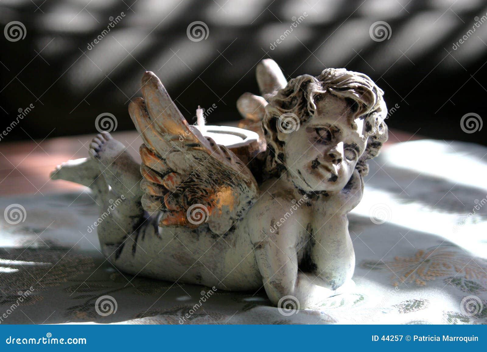 Download Engel in de Schaduwen stock afbeelding. Afbeelding bestaande uit vrede - 44257