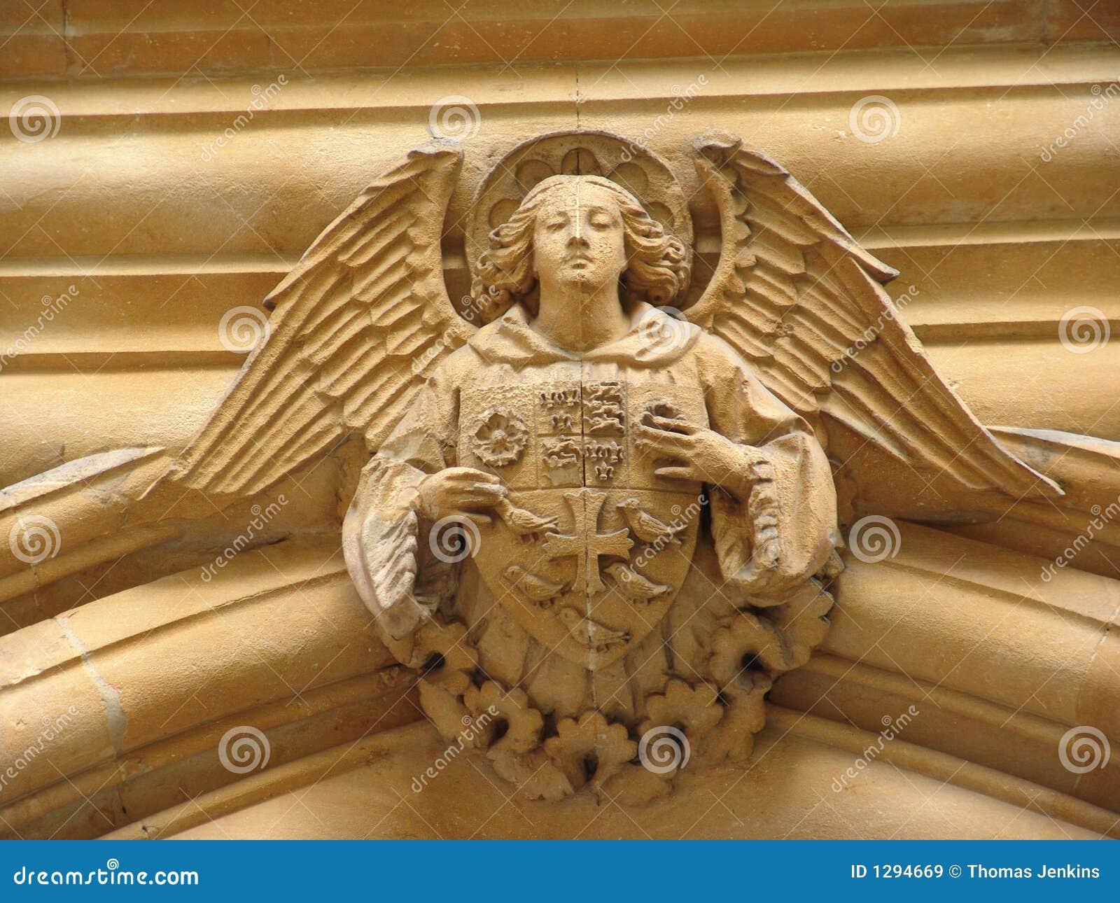 Engel op de boog met schild