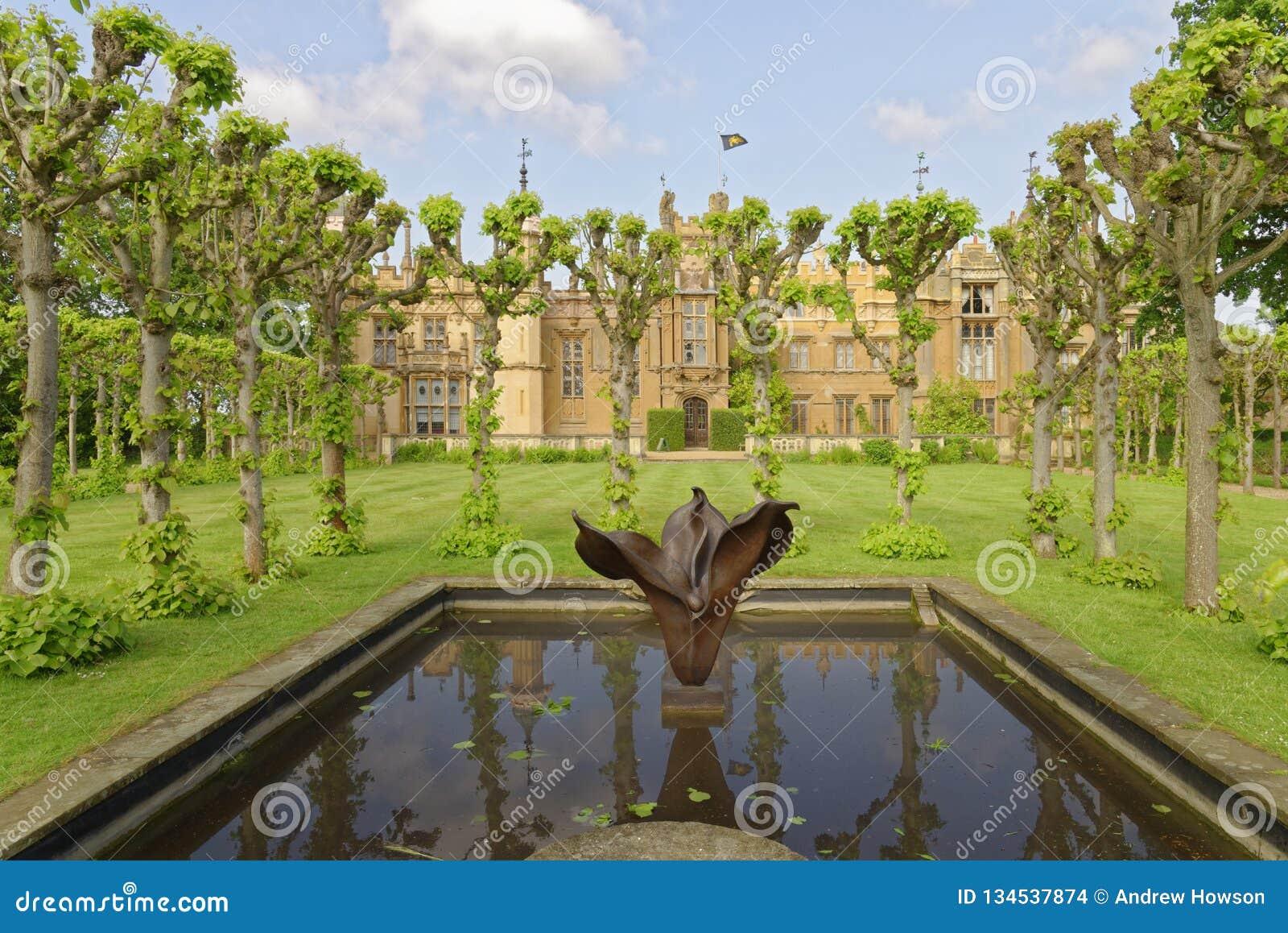 Engelsk trädgård, knebworthhus, England beskurit