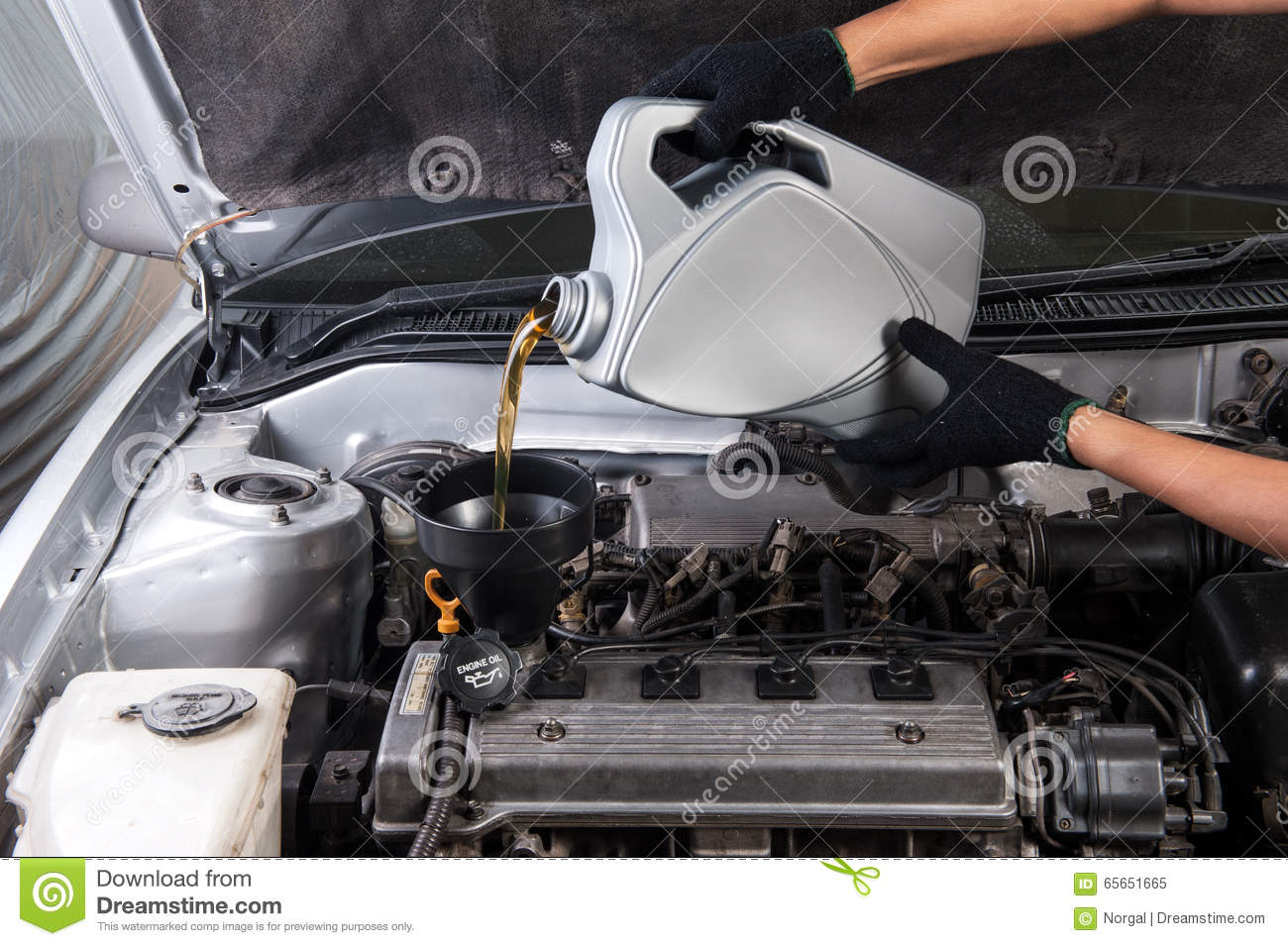 Technician refill fuel and maintaining service for a for Motor oil for older cars