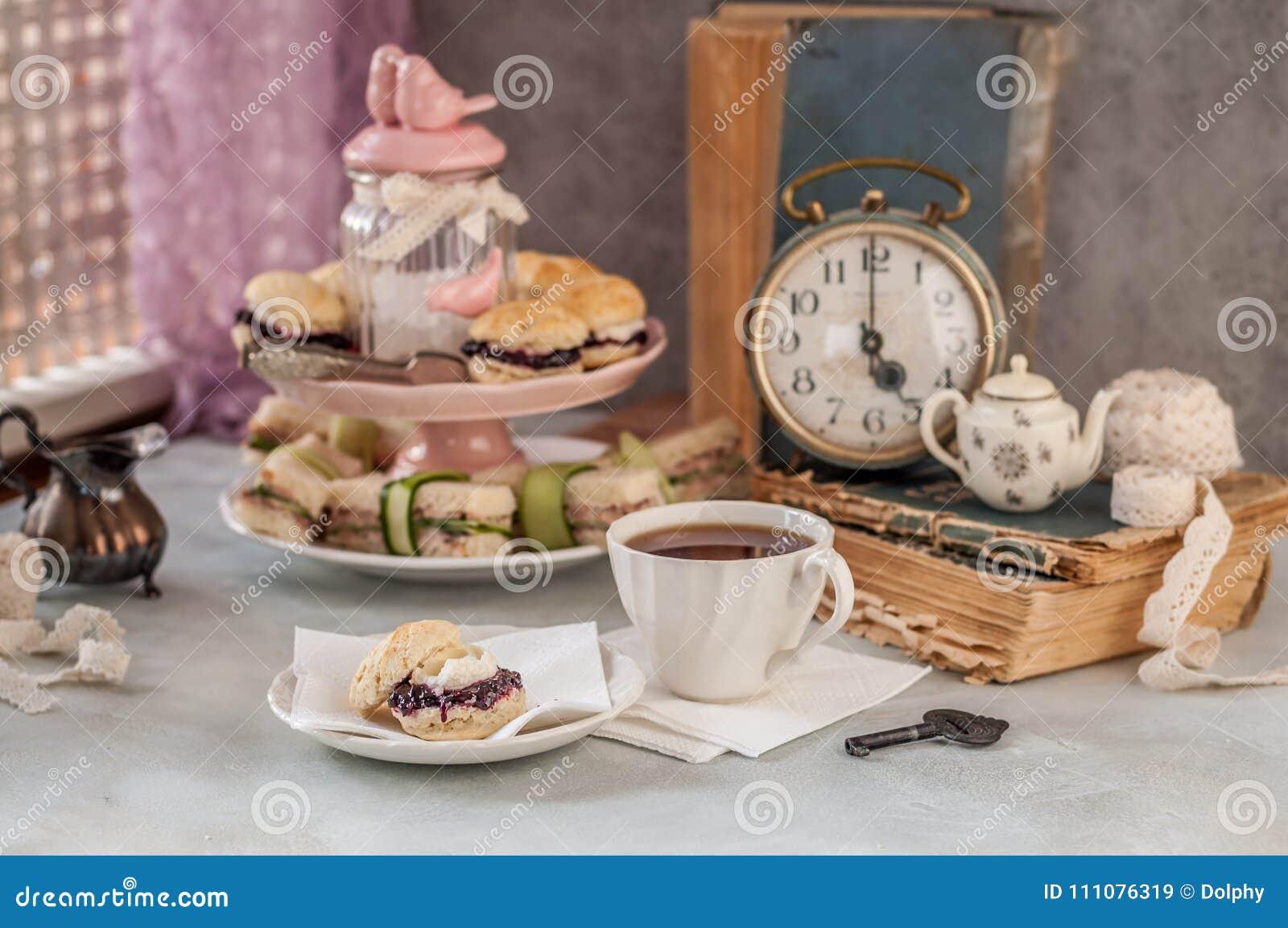 Englisch Fünf O Uhr Tee Stockbild Bild Von Kleber 111076319