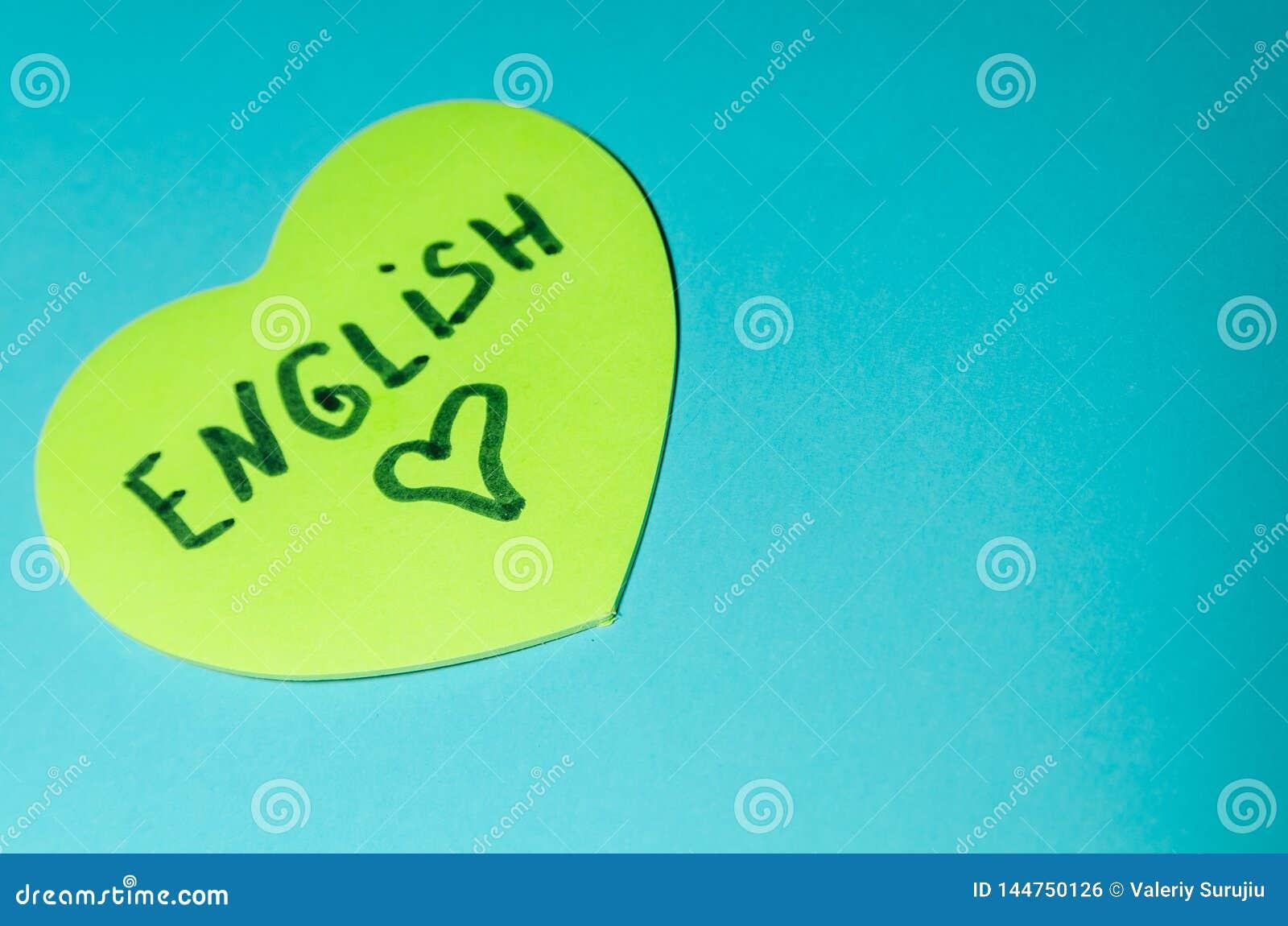 Englisch geschrieben auf Aufkleber in Form eines Herzens