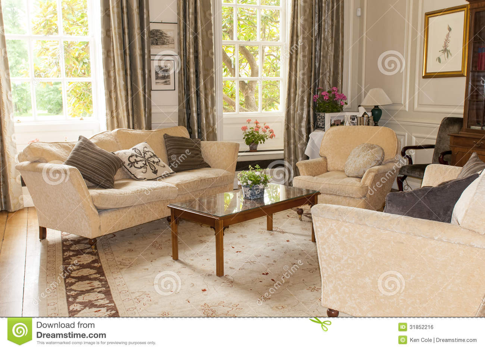 Englische Teestube Oder Wohnzimmer Lizenzfreies Stockbild ...