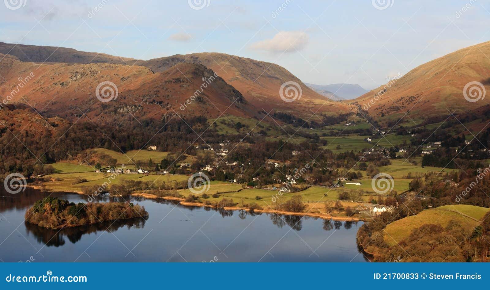 Englisches Landschaft-Dorf, See-Bezirk