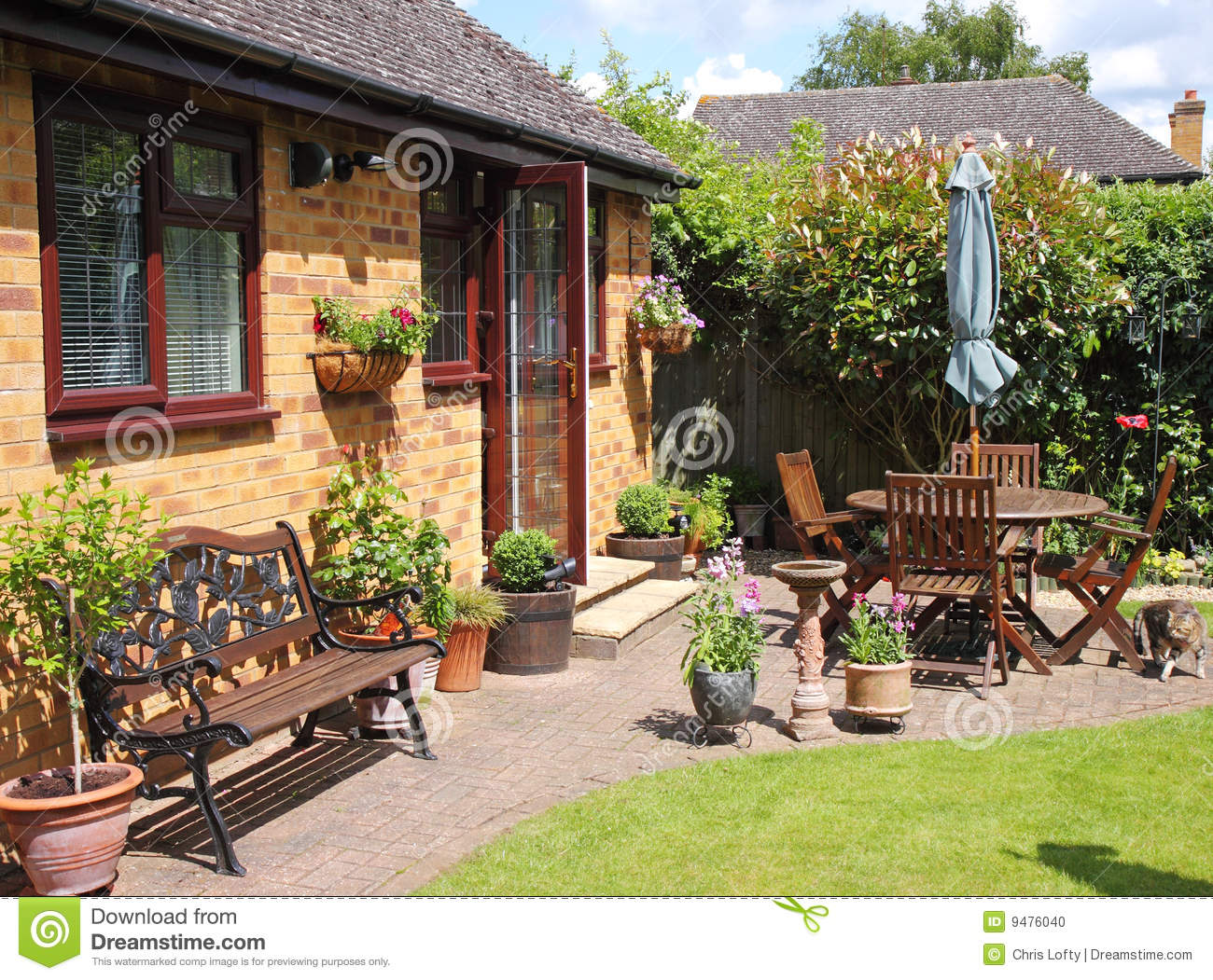 An English Back Garden Stock Photo Image Of Patio