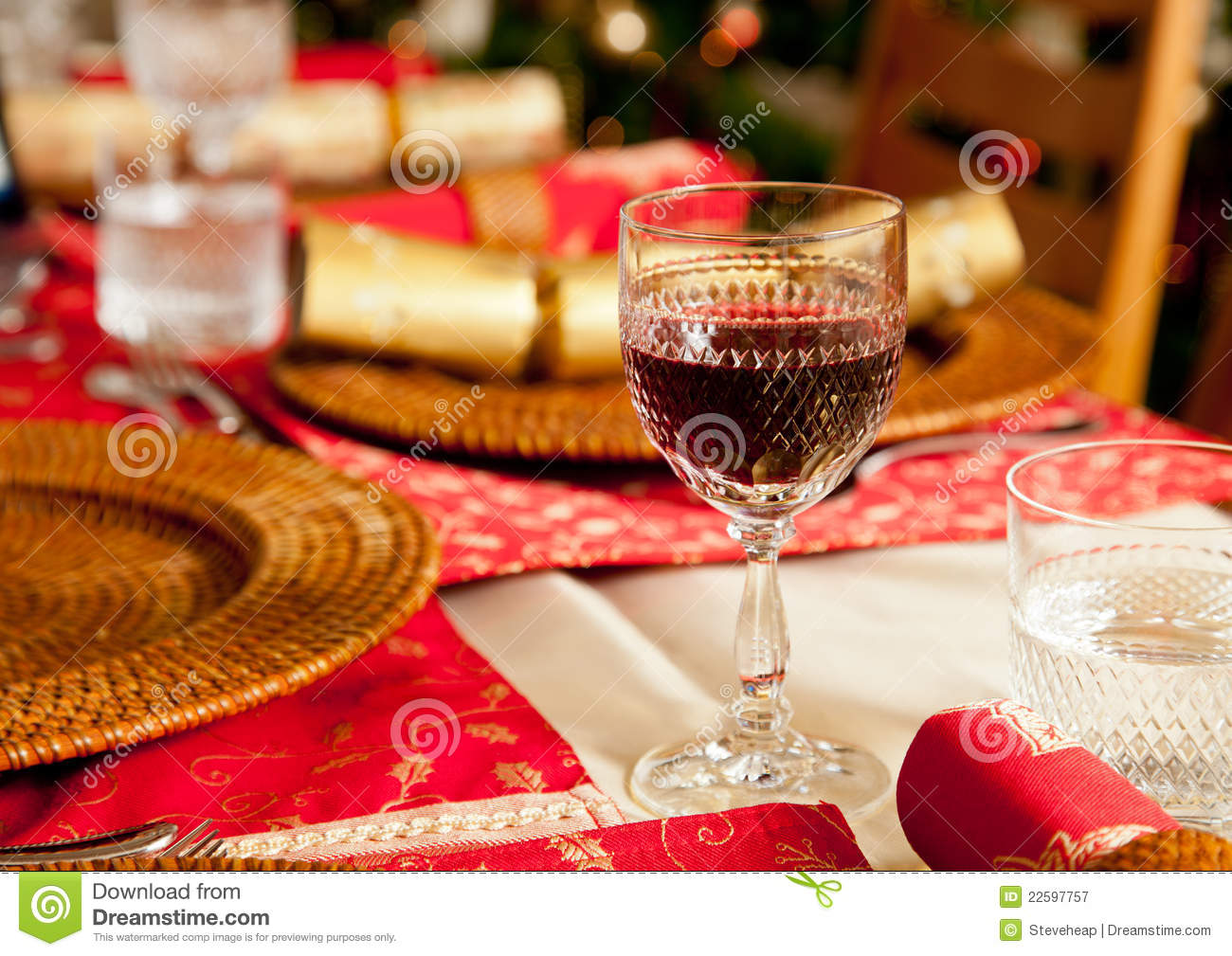 download english christmas table with crackers stock image image of holidays elegance 22597757