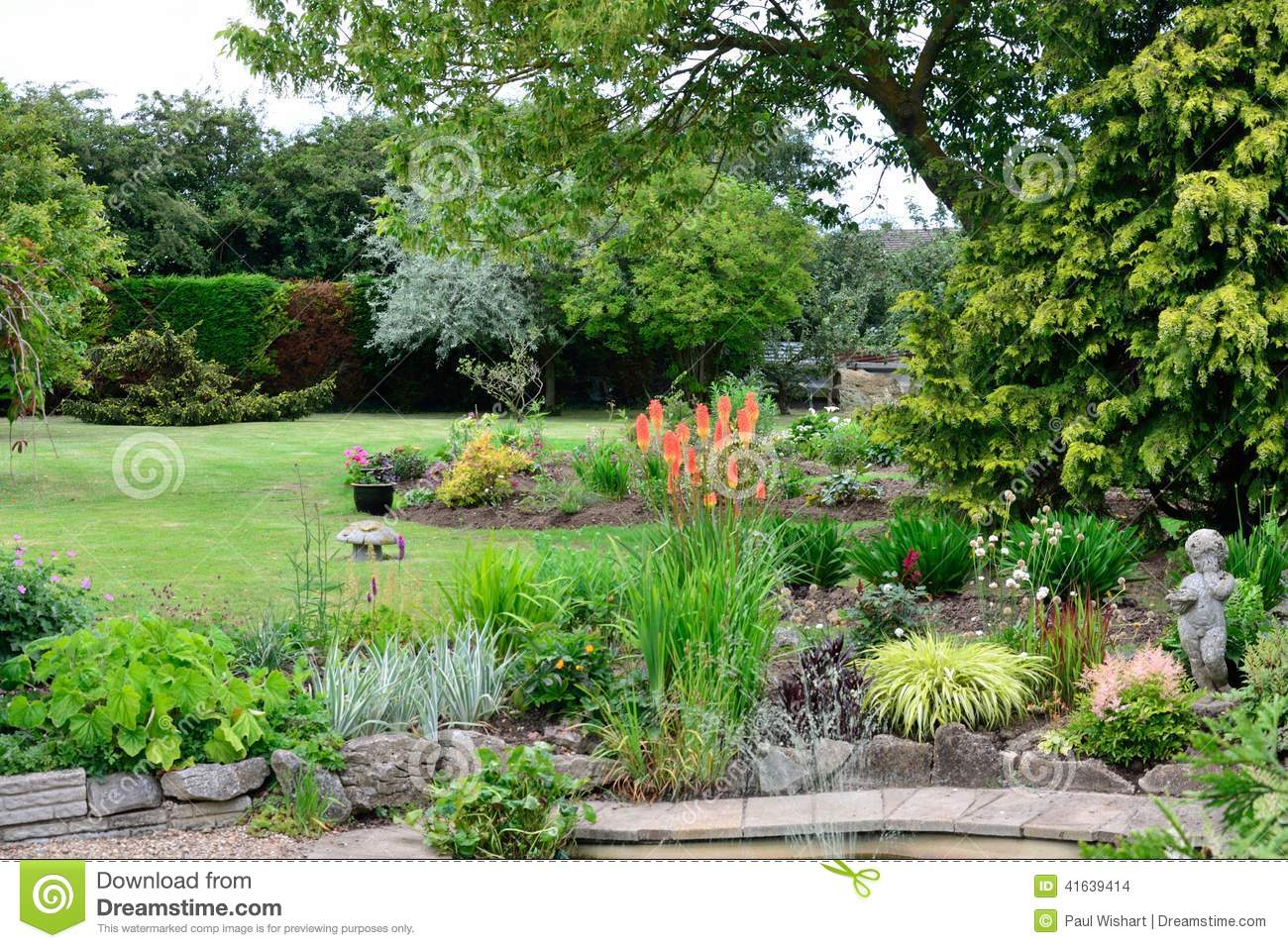 English garden with plants stock photo image of english for Jardin in english