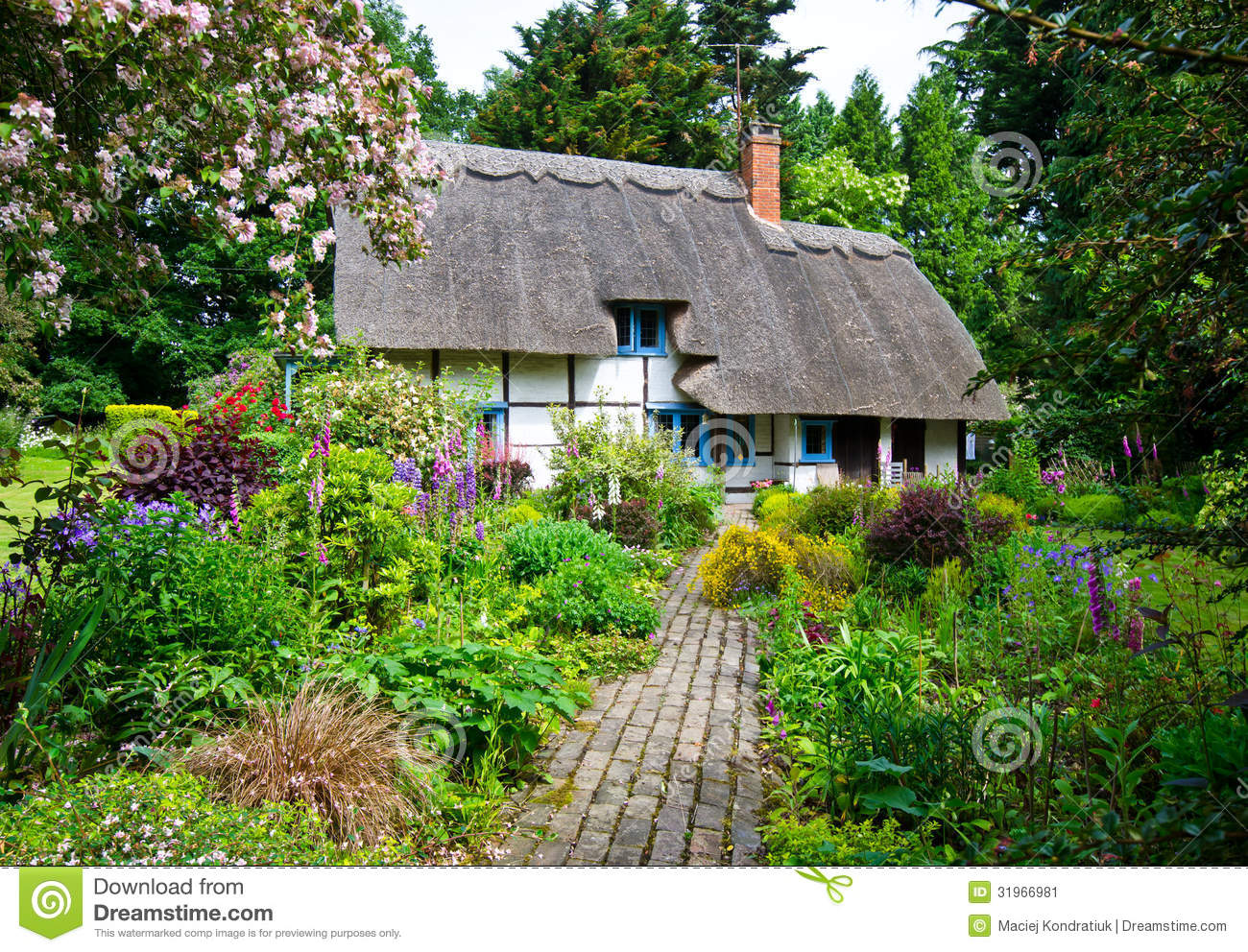 English village cottage stock image image of gardens for Cottage anglais
