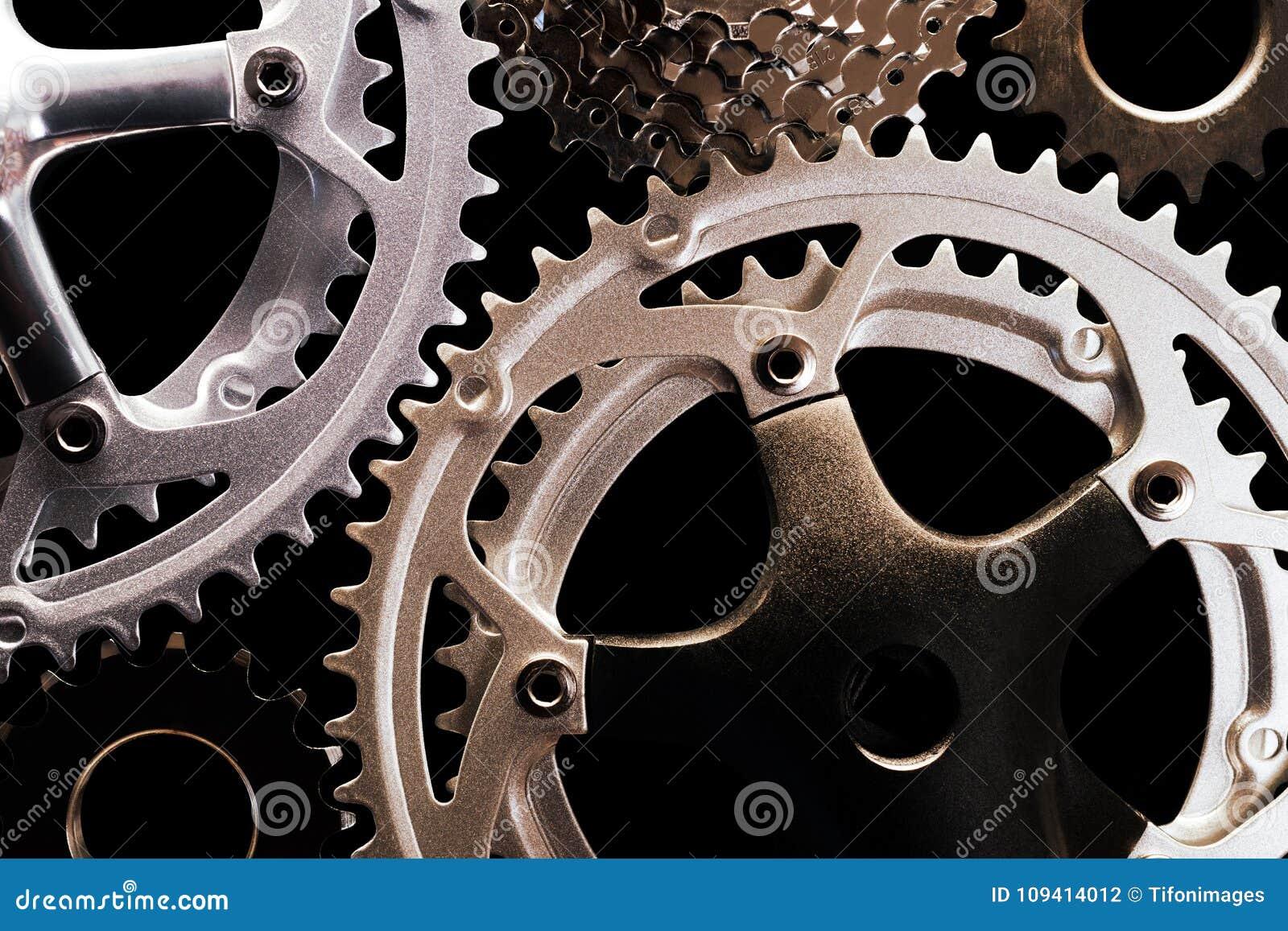Engrenagens da bicicleta no fundo preto