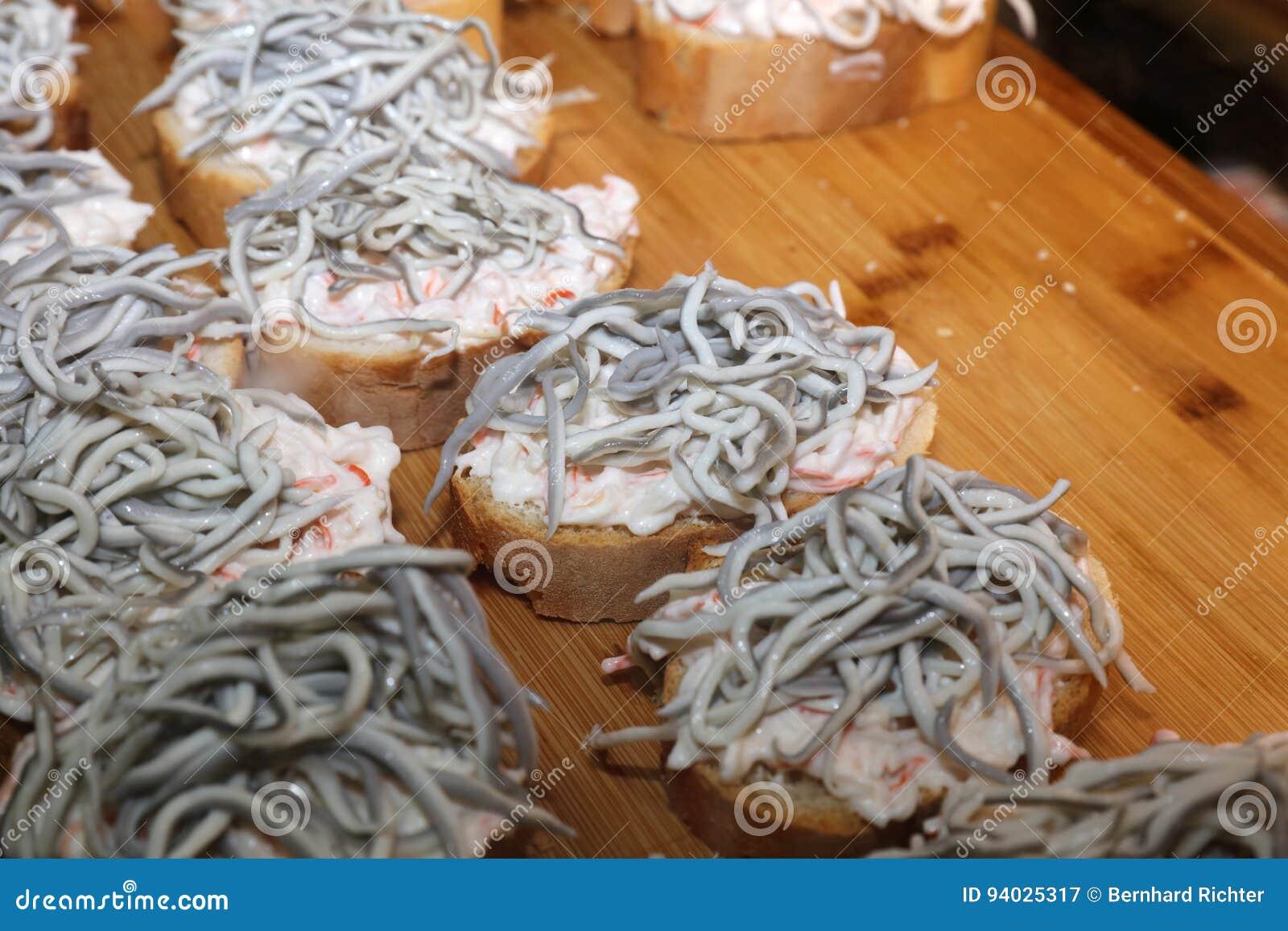 Como Cocinar Angulas | Enguias Do Bebe De Angulas Do Alho Imagem De Stock Imagem 94025317