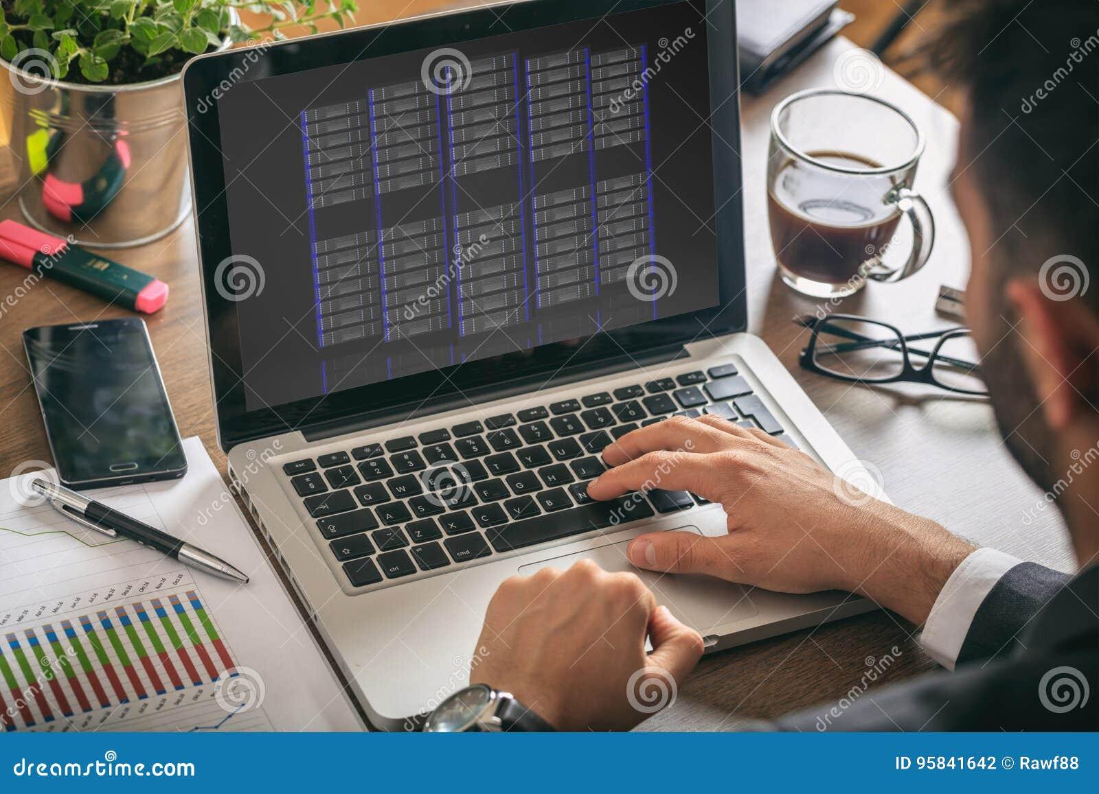Enheter för datorserverlagring på en bärbar datorskärm