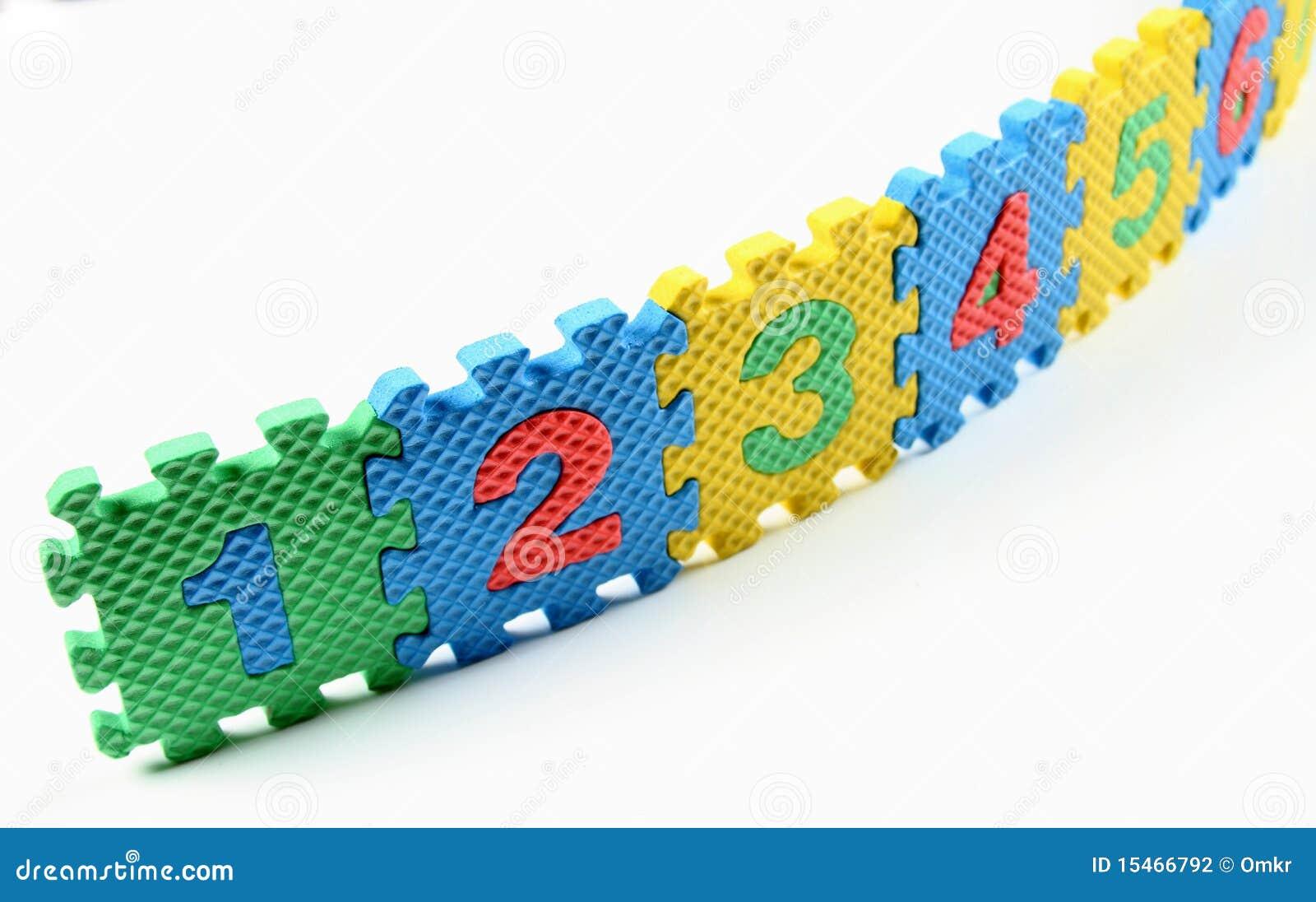 Enigmas do número arranjados em uma fileira