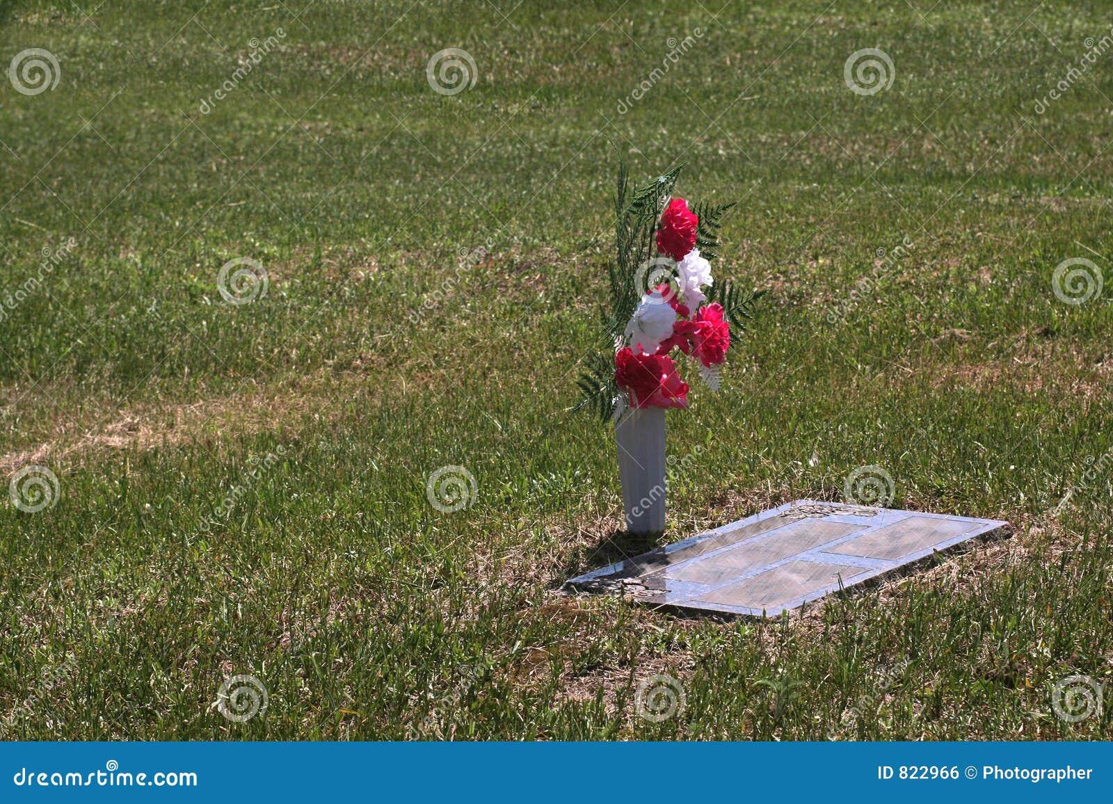Enkel grav