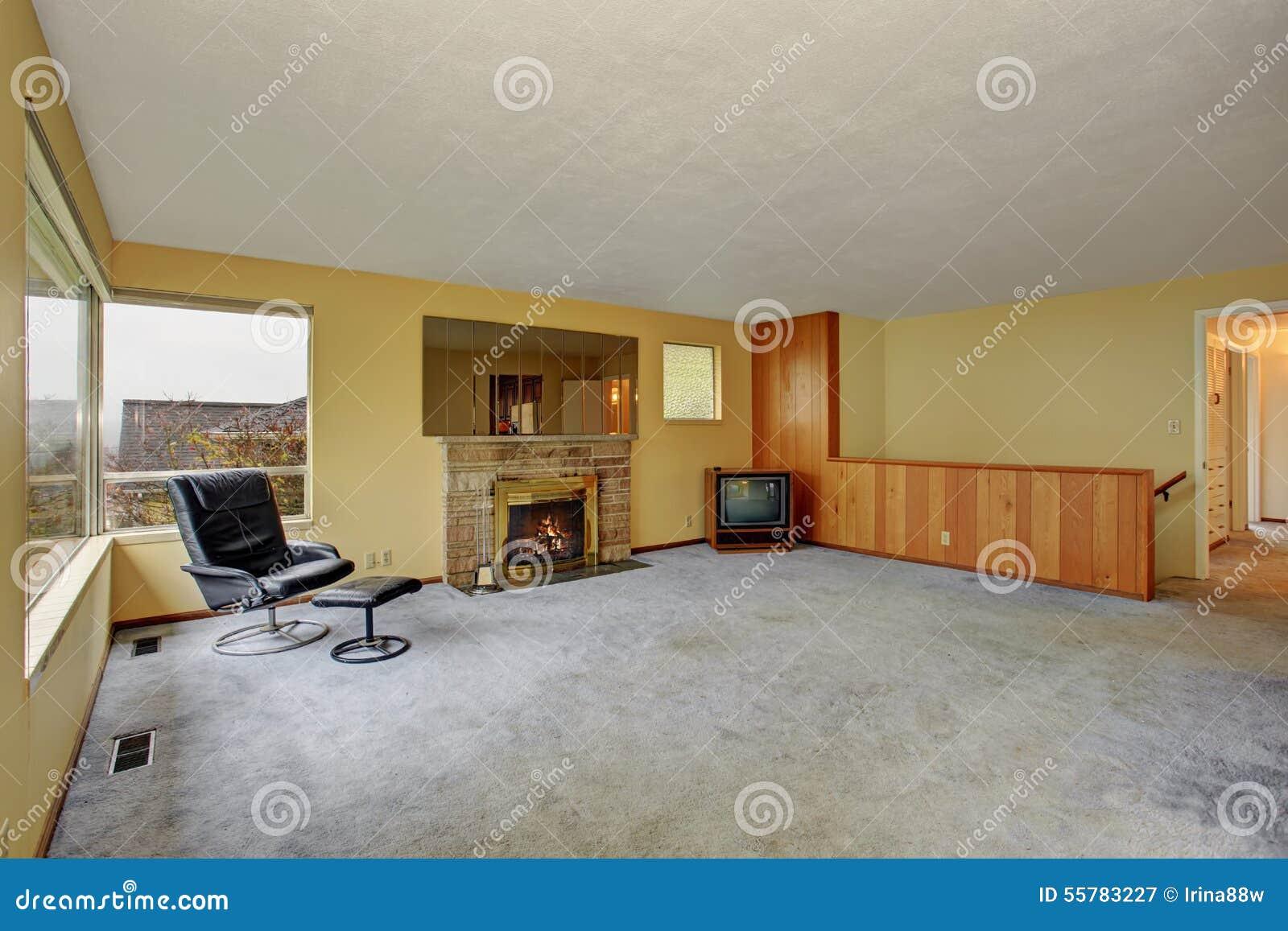 Enkel vardagsrum med matta arkivfoto   bild: 55783227