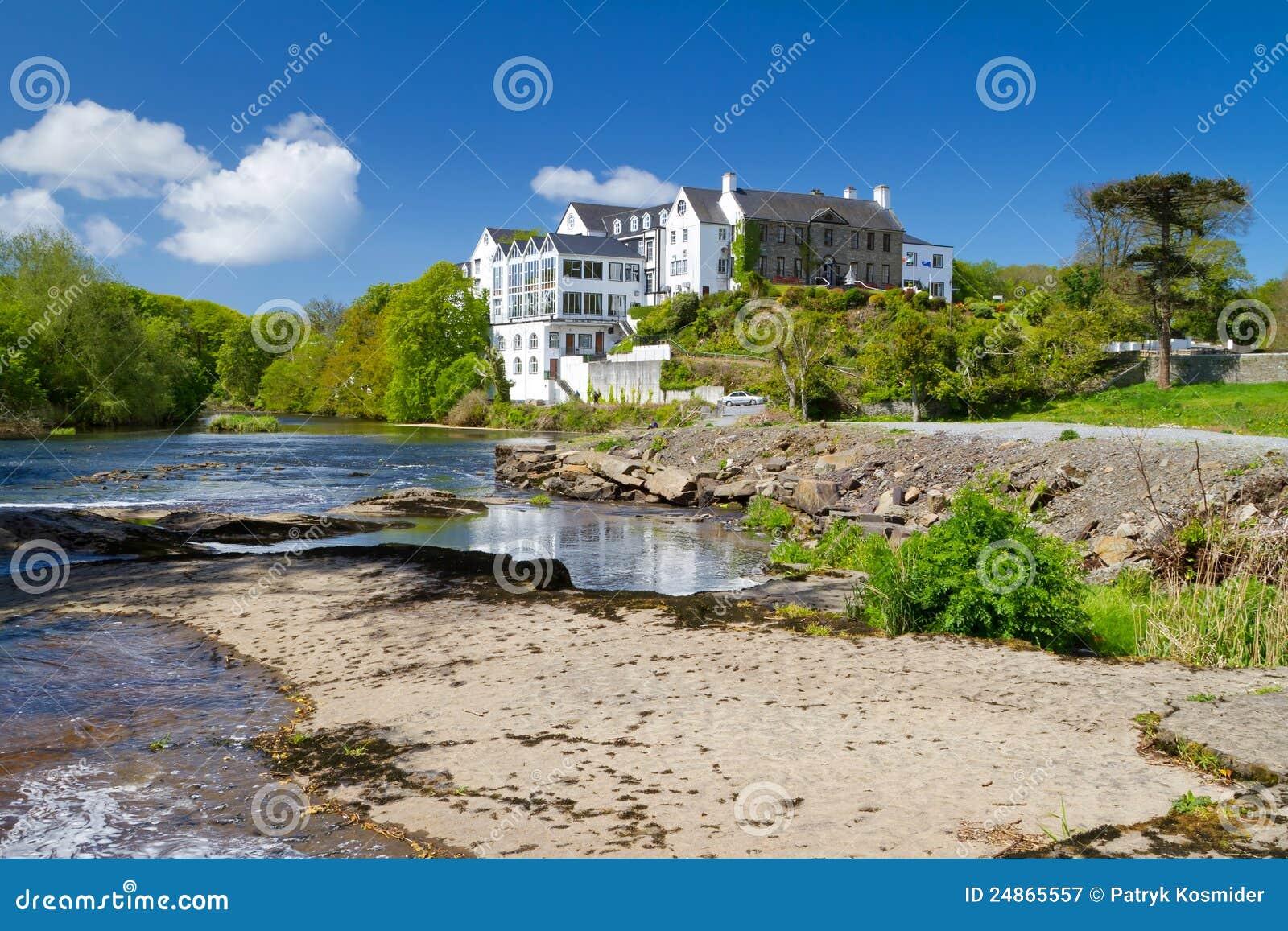 Ennistymon καλοκαίρι τοπίου ποταμών