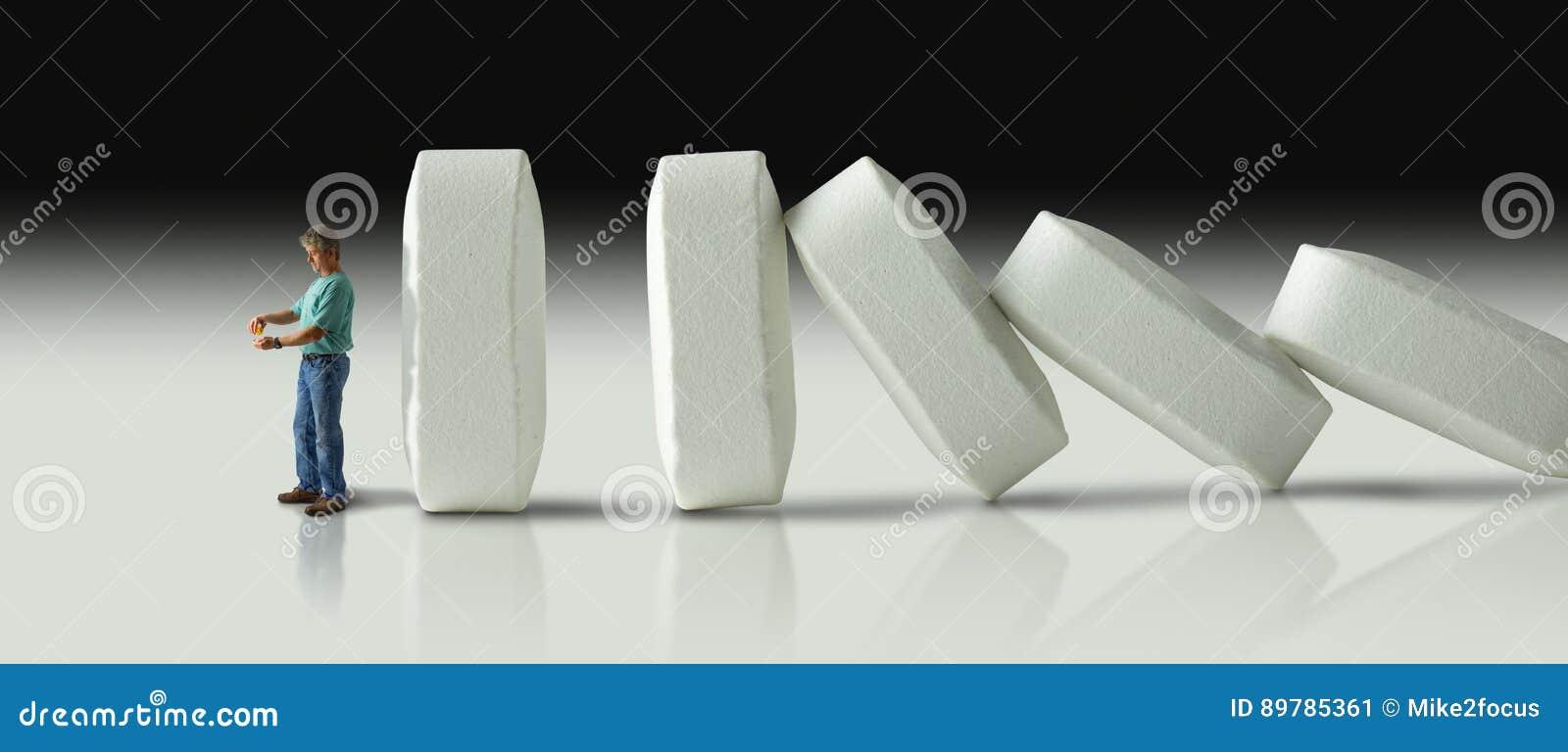 Enorme Reihe von den Pillen, die vorbei wie Dominos schließlich zum Crus zusammenstoßen
