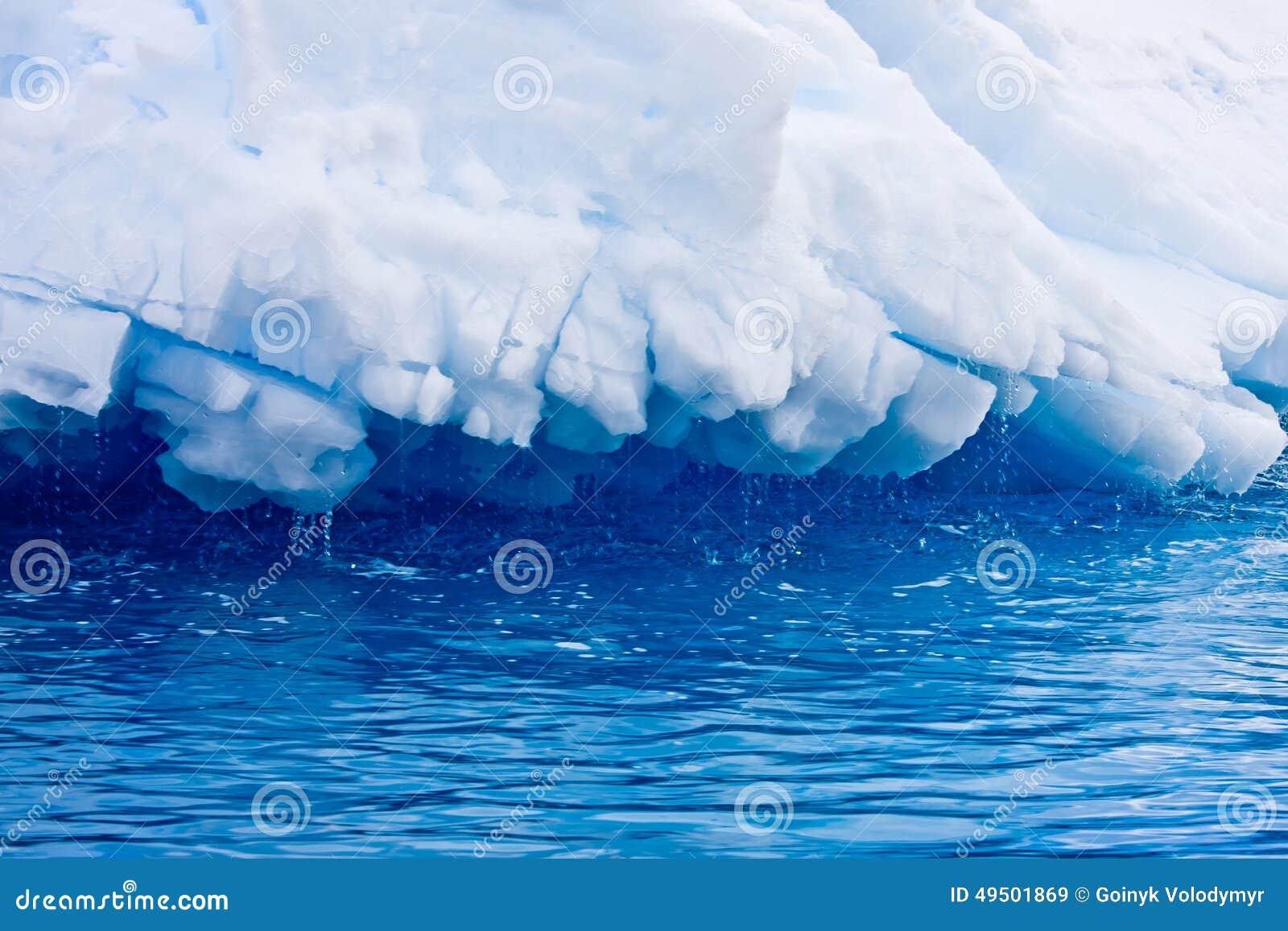 Enormt isberg för Antarktis