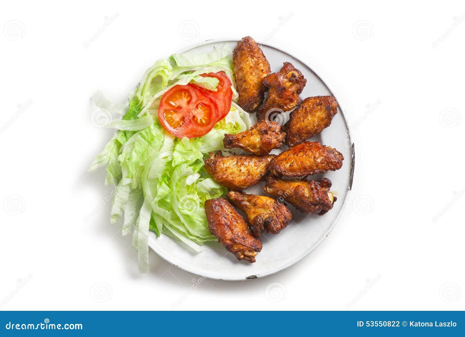 Ensalada caliente de las alas del pollo