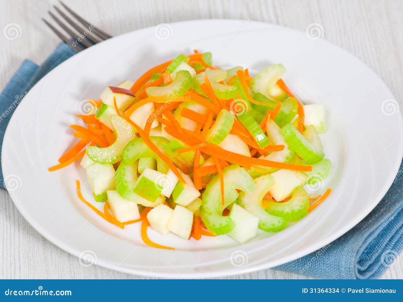 Ensalada con apio zanahorias y manzanas imagenes de - Ensalada de apio y zanahoria ...